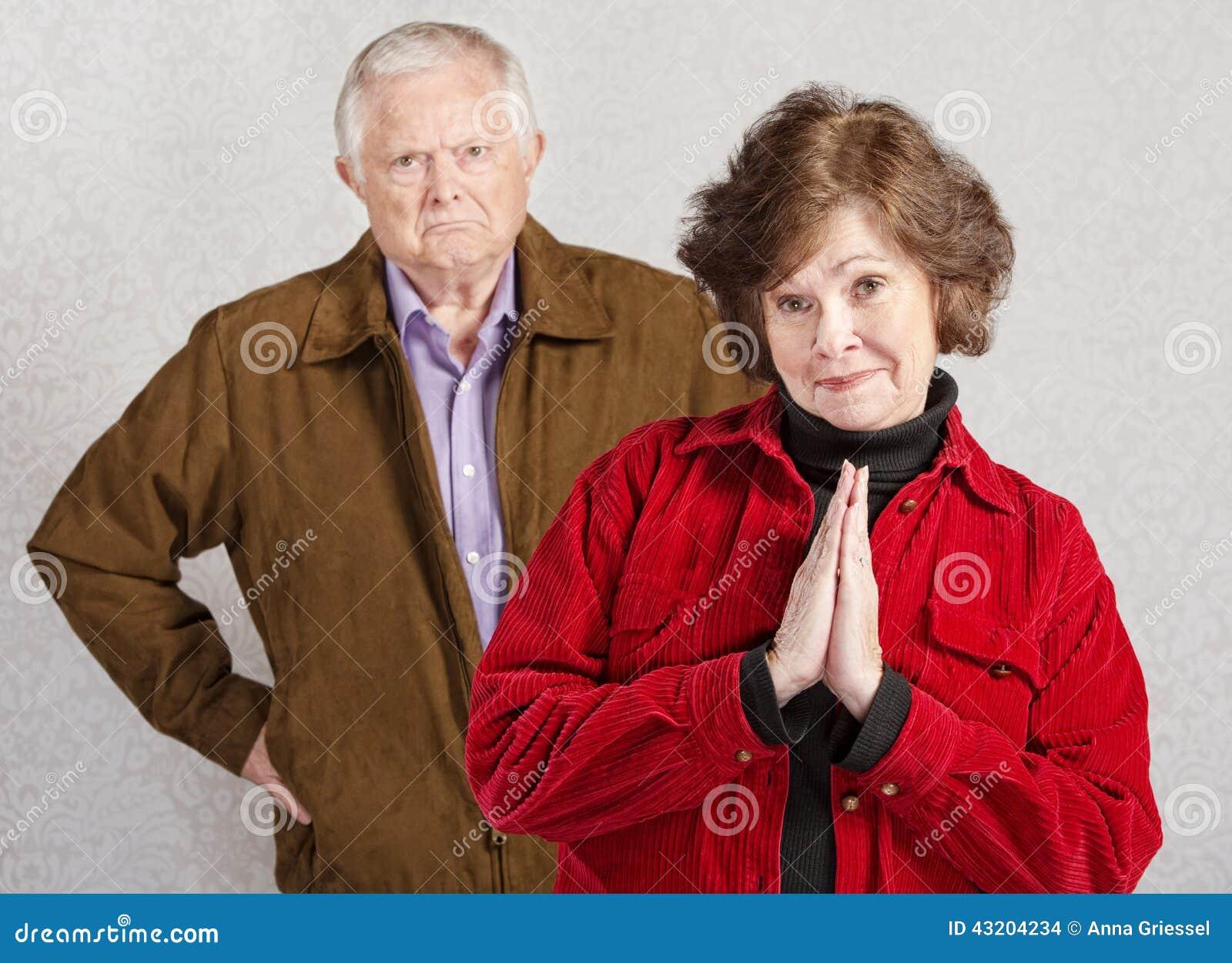 Download Coy Woman Med Den Vresiga Mannen Arkivfoto - Bild av lady, uttryck: 43204234