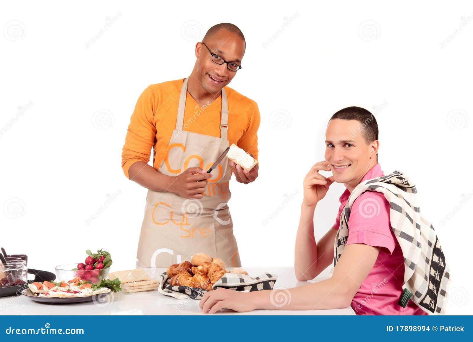 Cozinha alegre dos pares da afiliação étnica misturada