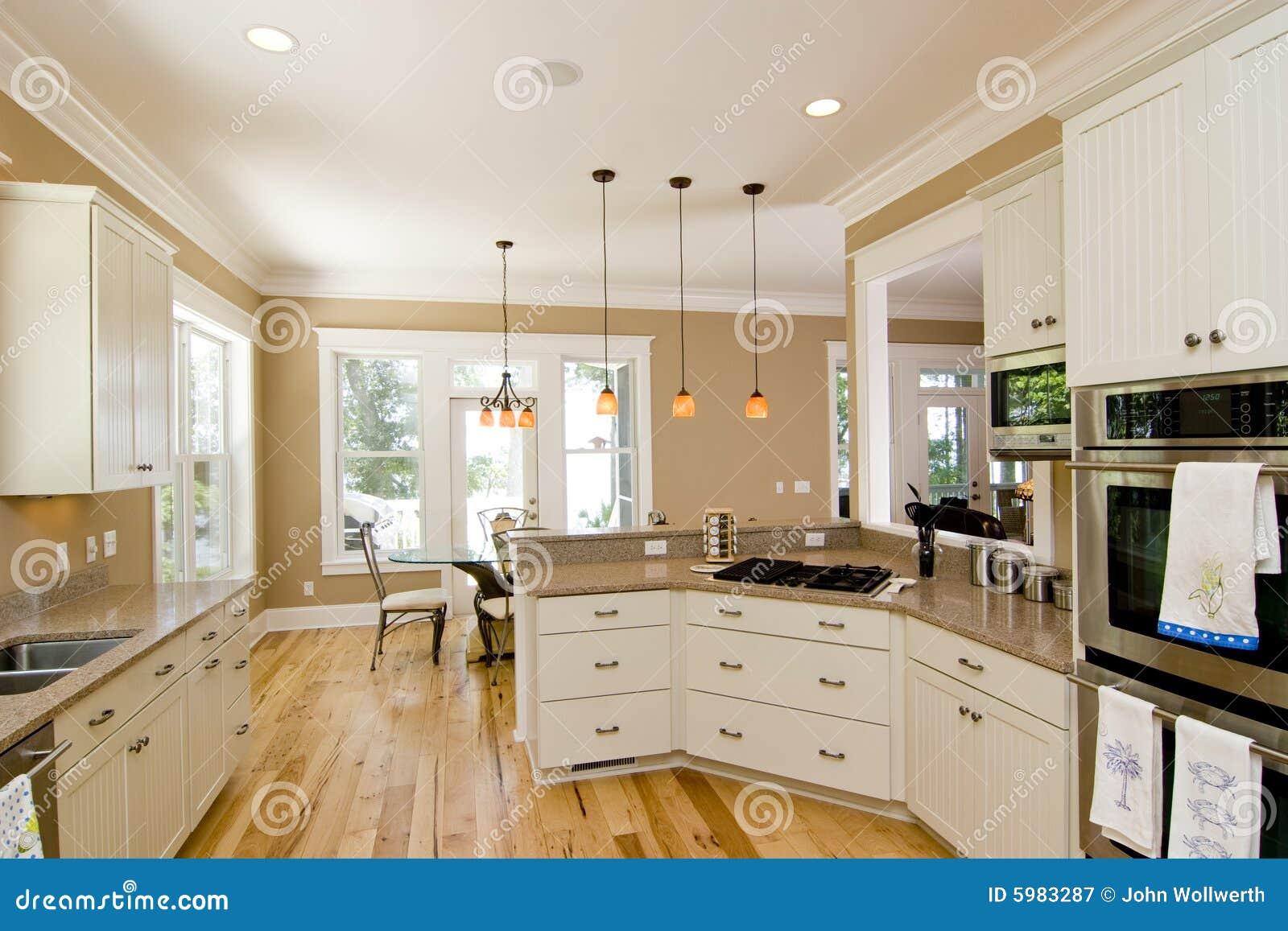 Cozinha bonita fotografia de stock royalty free imagem for Kitchen designs that stand the test of time