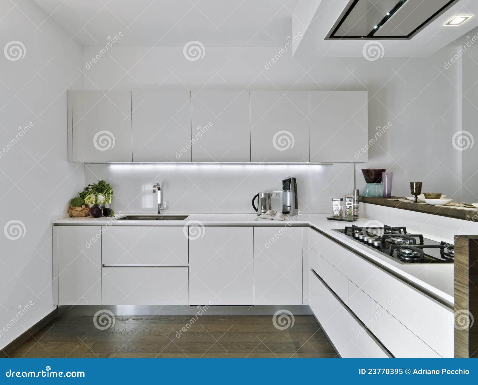 Cozinha Branca Moderna Imagem De Stock Imagem De Parquet 23770395