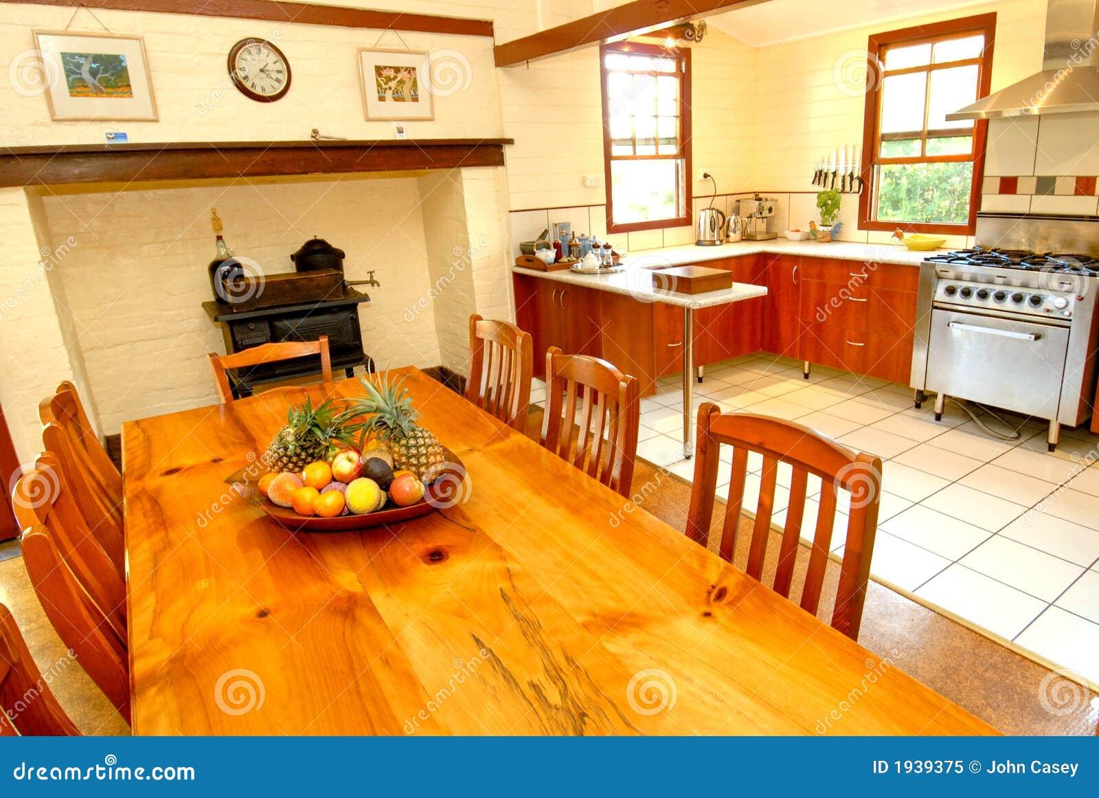 Cozinha colonial velha do estilo foto de stock royalty for Estilo colonial
