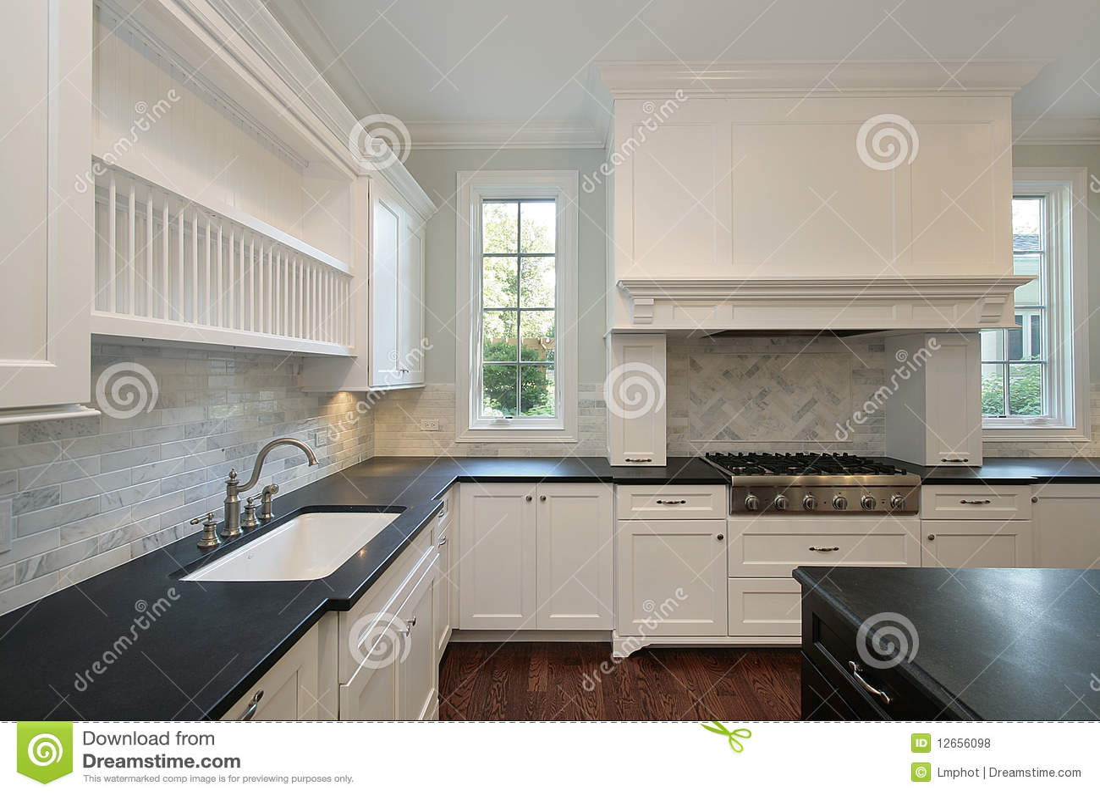 #5D4336 Cozinha Com Bancadas Pretas Fotos de Stock Royalty Free Imagem  1300x957 px Melhoria Home Da Cozinha_10 Imagens