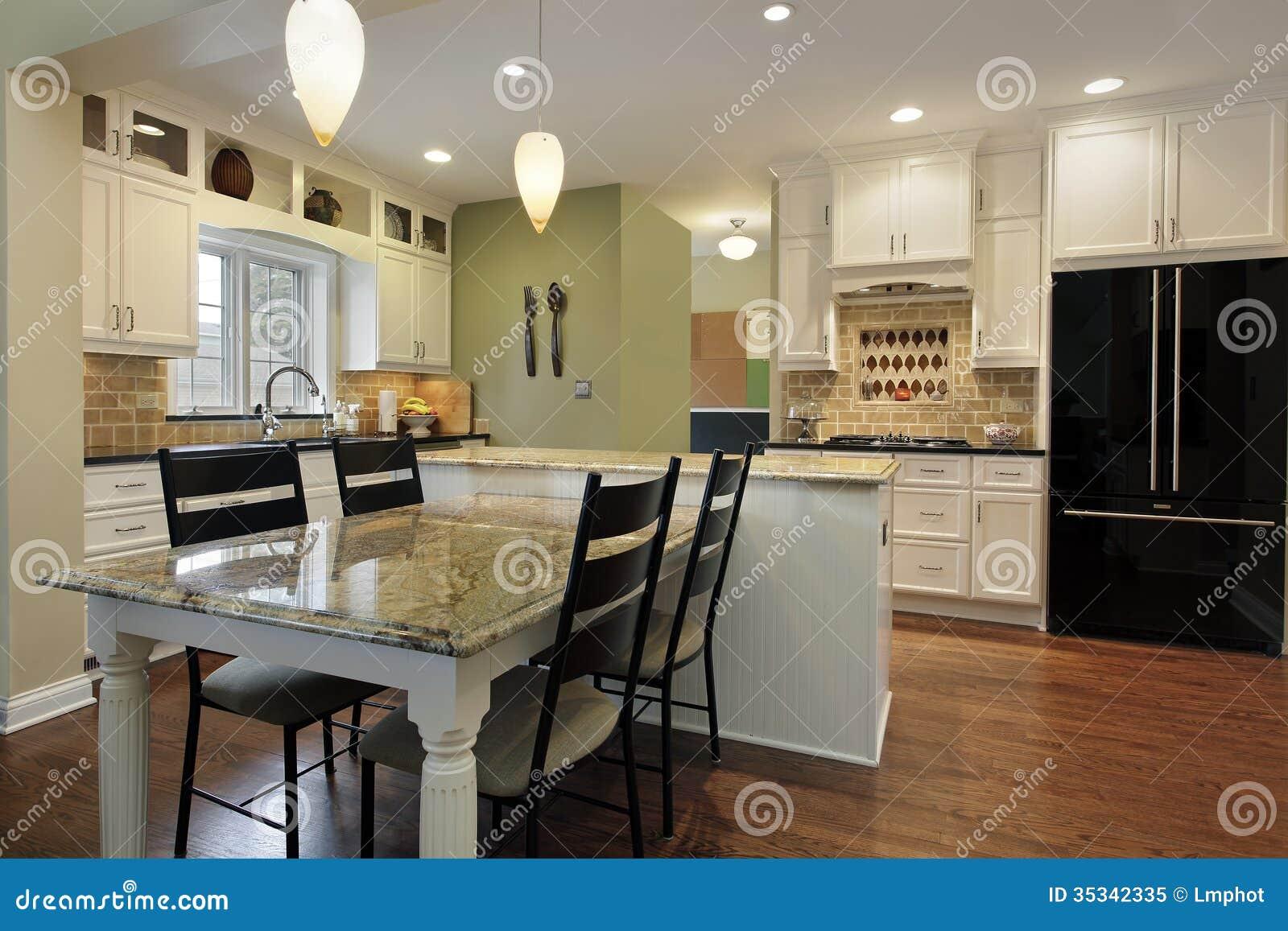 Cozinha Com Ilha Do Granito Imagem De Stock Imagem De Moradia