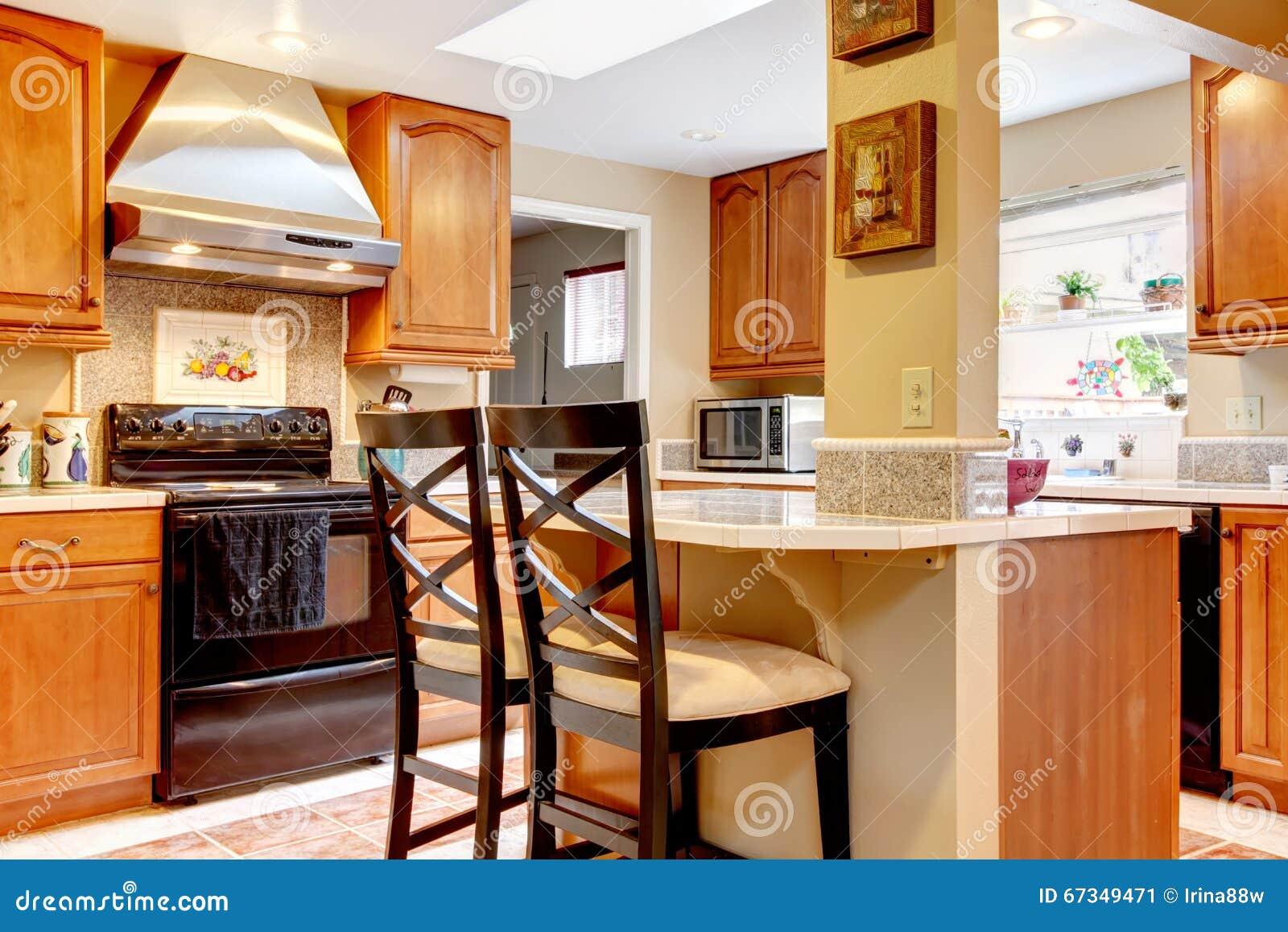 A Cozinha Com Ilha Pequena E Inoxid Veis Roubam O F Do Fog O Imagem