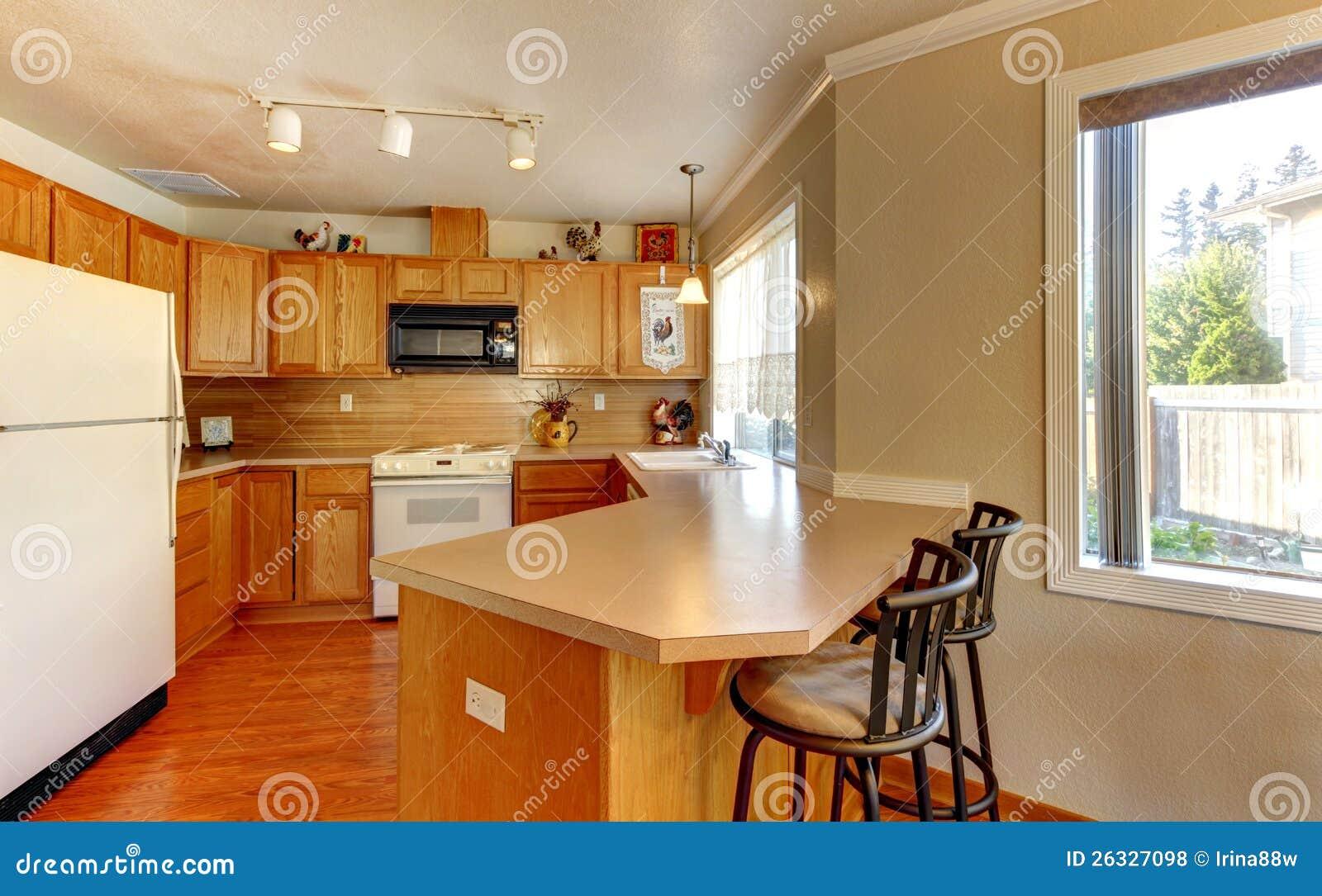 #B34807 Cozinha De Madeira Americana Padrão Simples Com Assoalho De Folhosa  1300x898 px Cadeira De Cozinha Americana Preço #1595 imagens