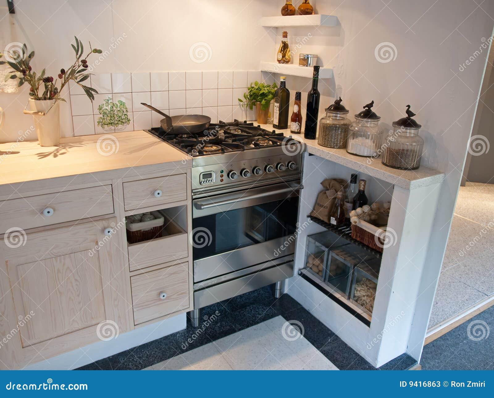 de projeto clássico neo moderno decoraram a cozinha de madeira do  #8A6441 1300 1065