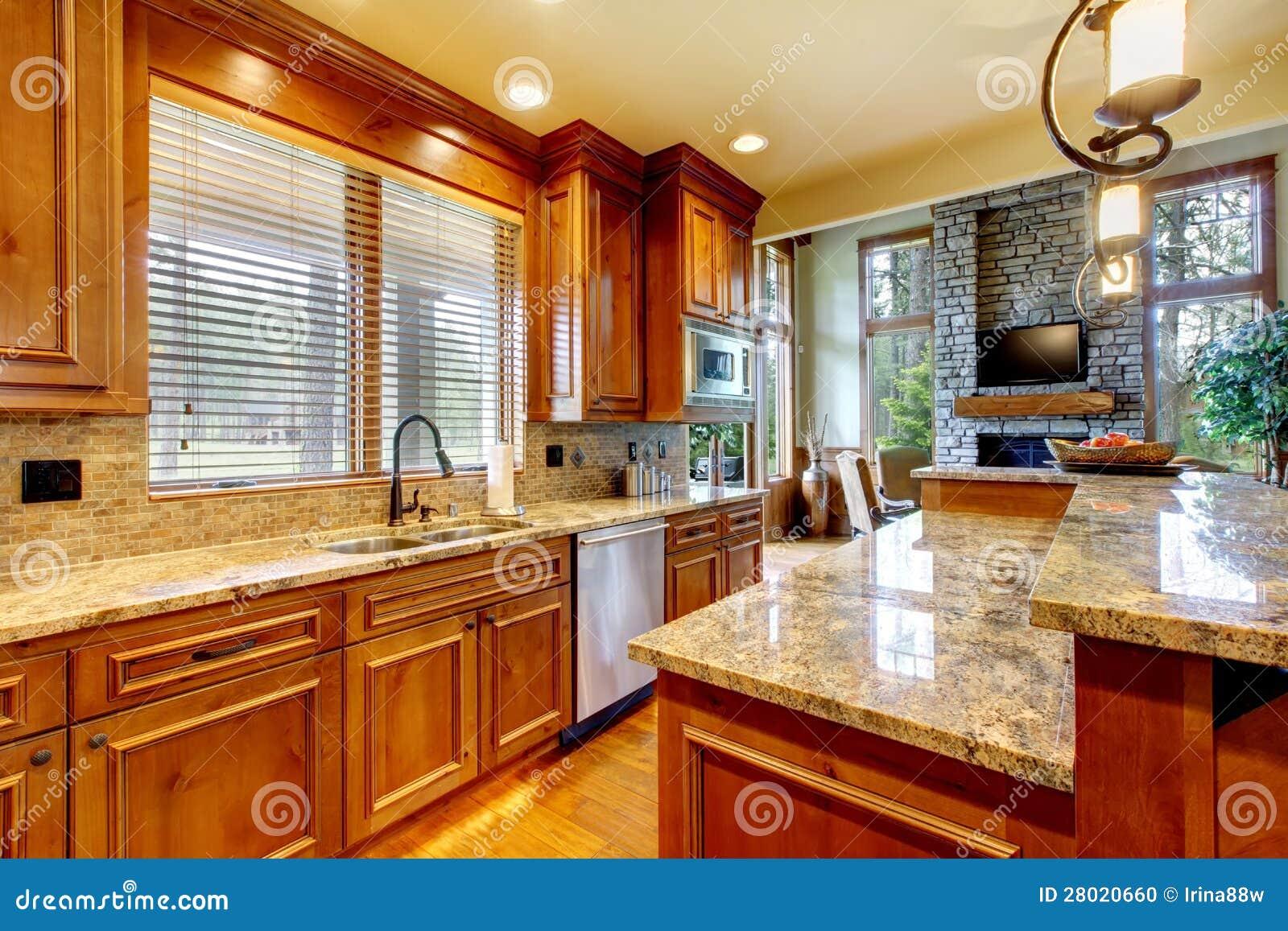 #B24B06 Cozinha De Madeira Luxuosa Com Bancada Do Granito. Foto de Stock  1300x957 px Bancada De Madeira Para Cozinha Americana Preço #1413 imagens