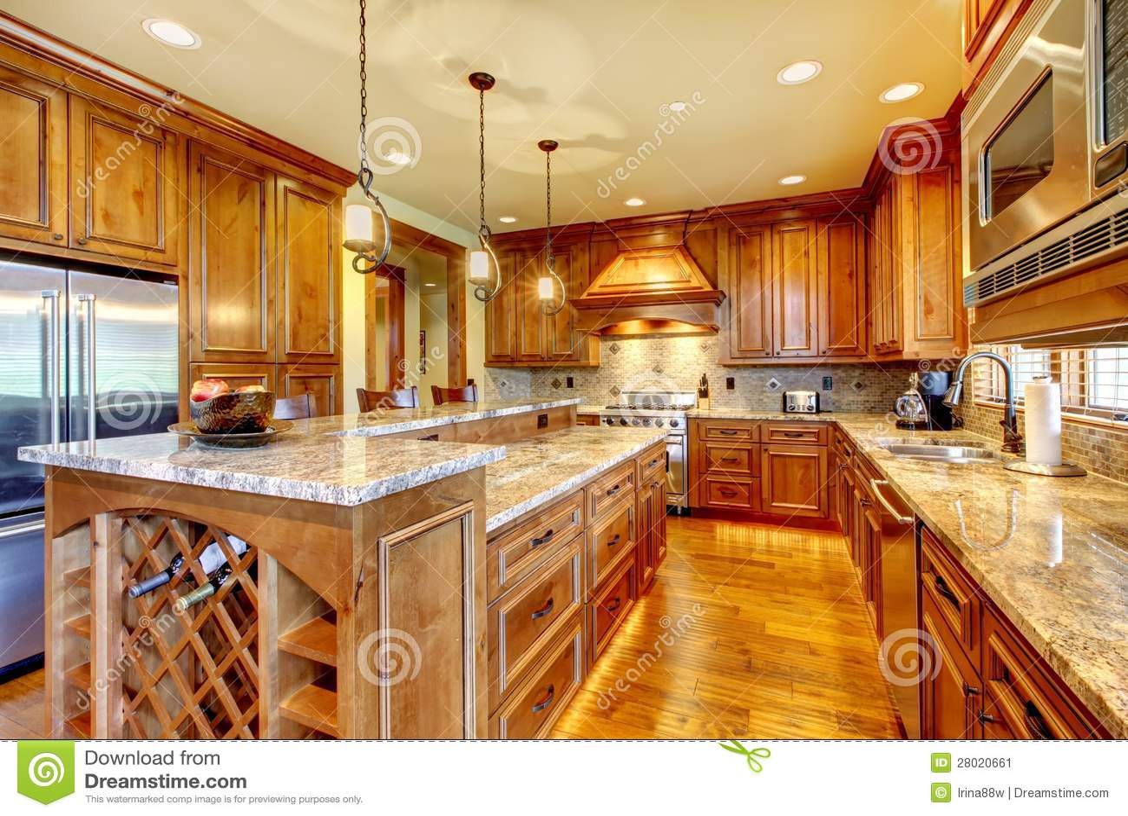 Cozinha de madeira luxuosa com bancada do granito imagem for Maison en bois de luxe