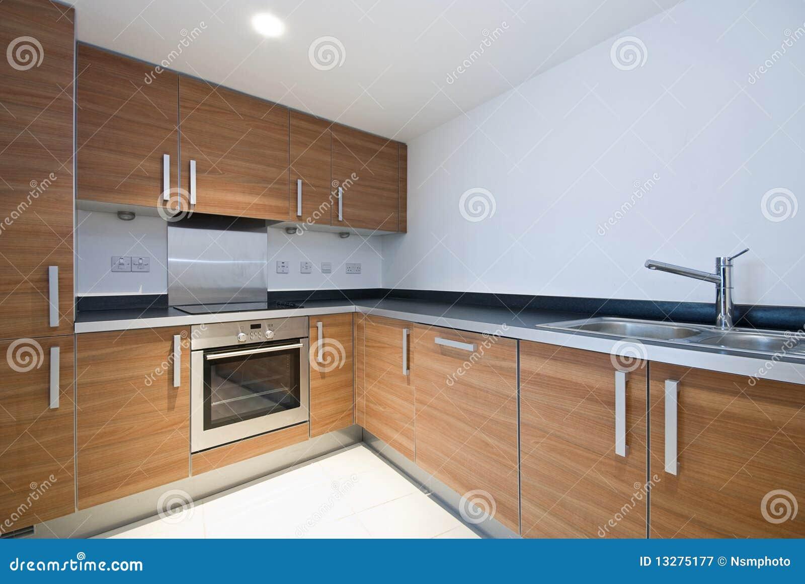 Cozinha De Madeira Moderna Espa Oso Com Dispositivos Imagem De Stock