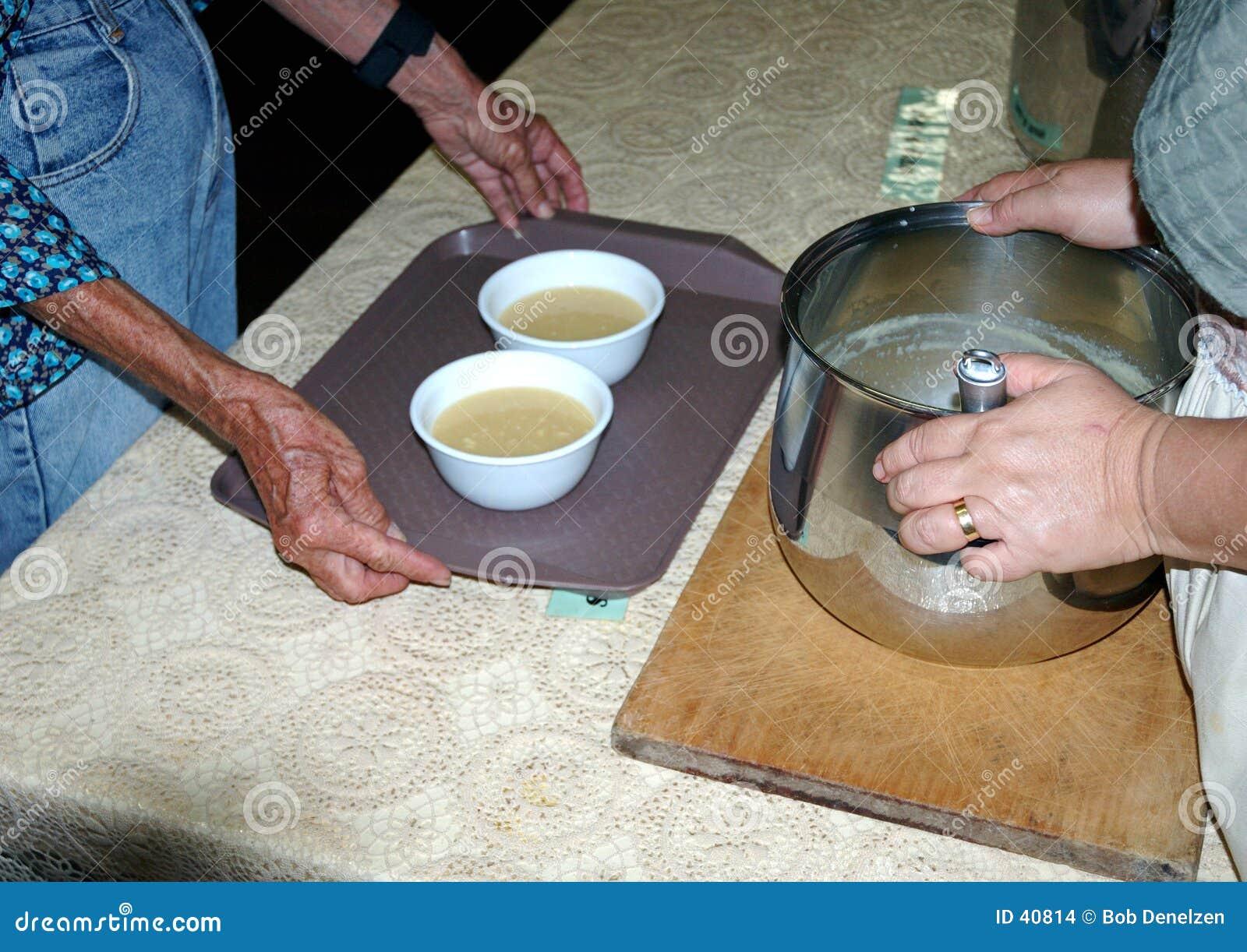 A cozinha de sopa oferece 8