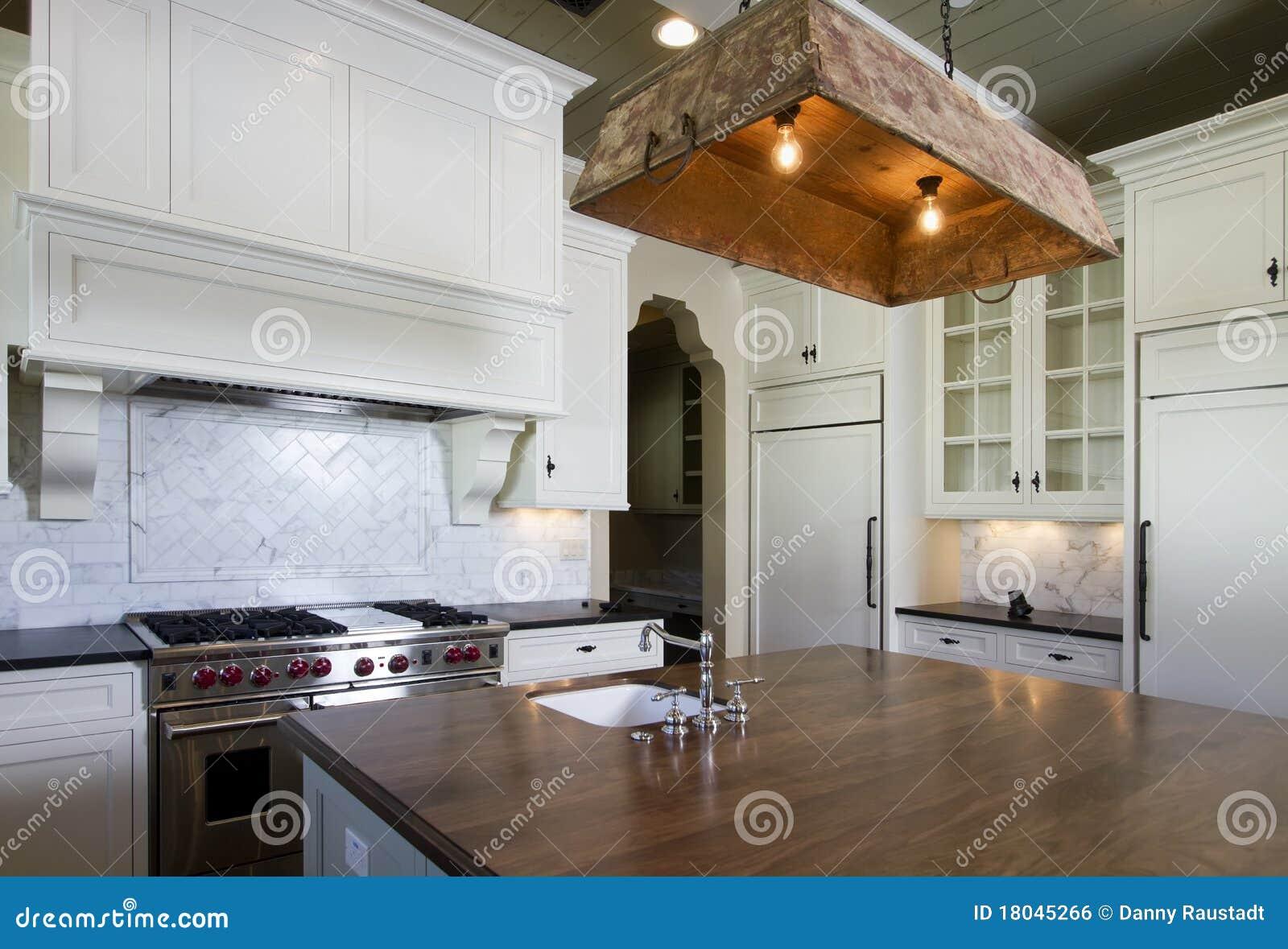 do estilo da casa de campo no Arizona com os gabinetes de cozinha #A86423 1300 975