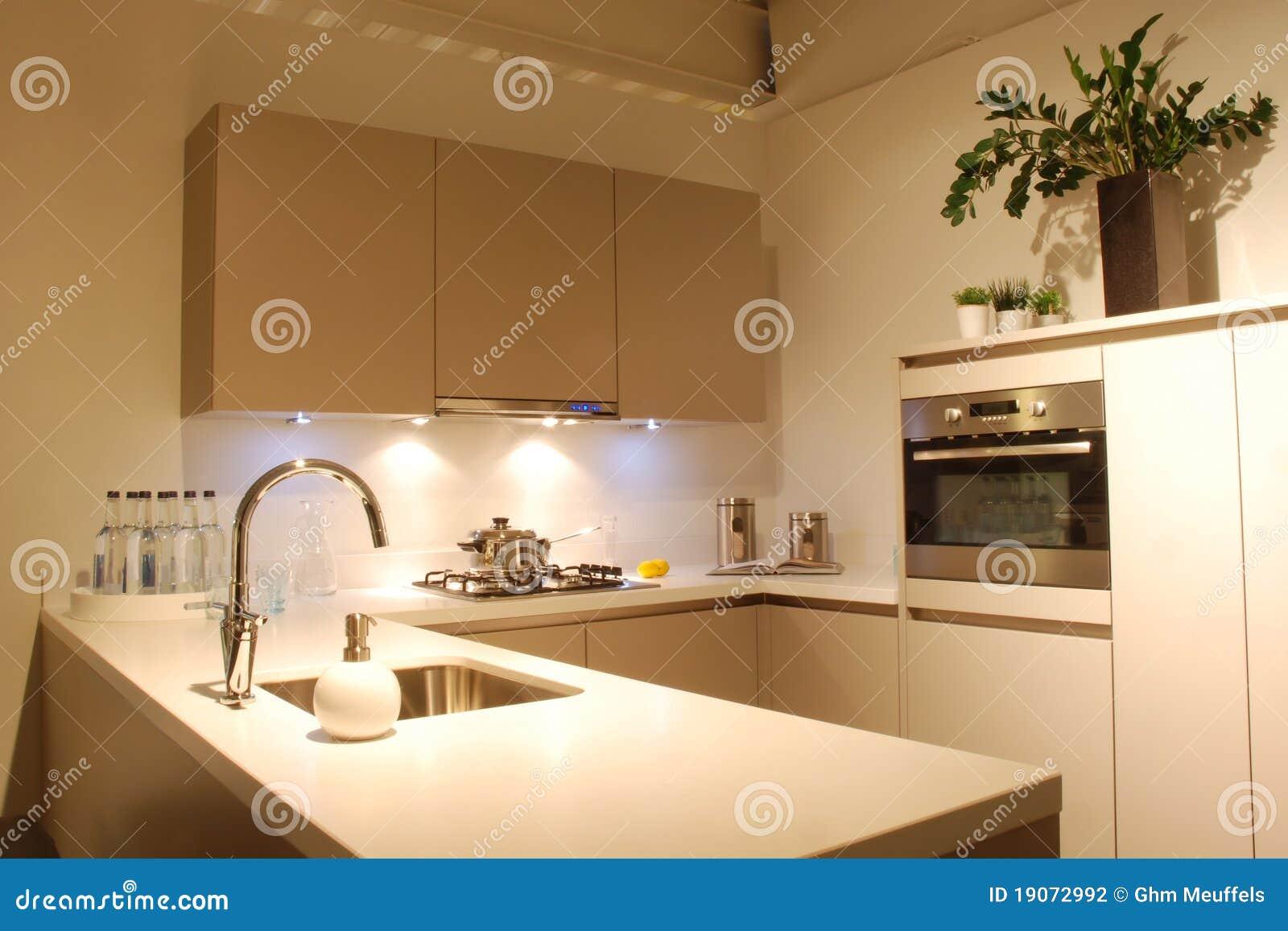 Cozinha Do Projeto Moderno Marrom branca Fotografia de Stock Imagem  #A66F25 1300 957