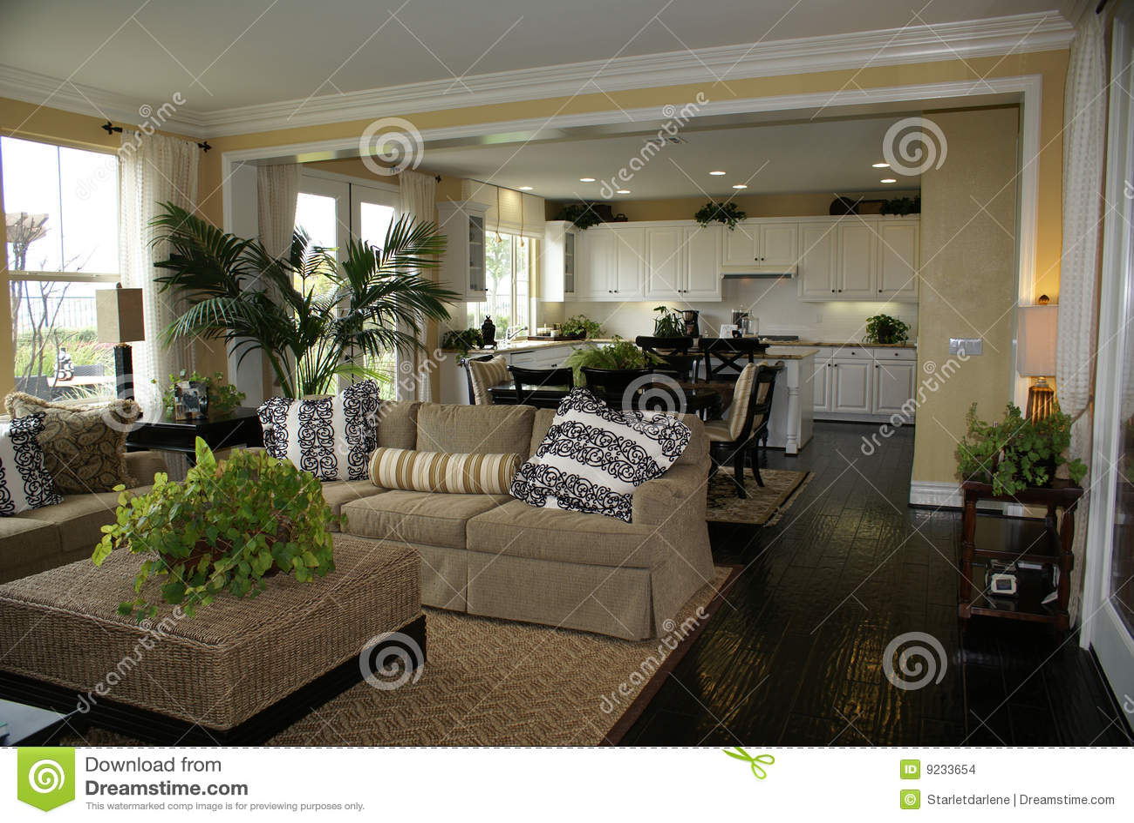 Cozinha e quarto de família