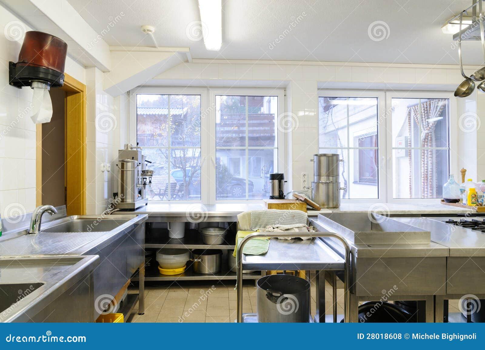 Cozinha Em Um Hotel Ou Em Um Restaurante Fotos de Stock Royalty Free  #604B30 1300 953