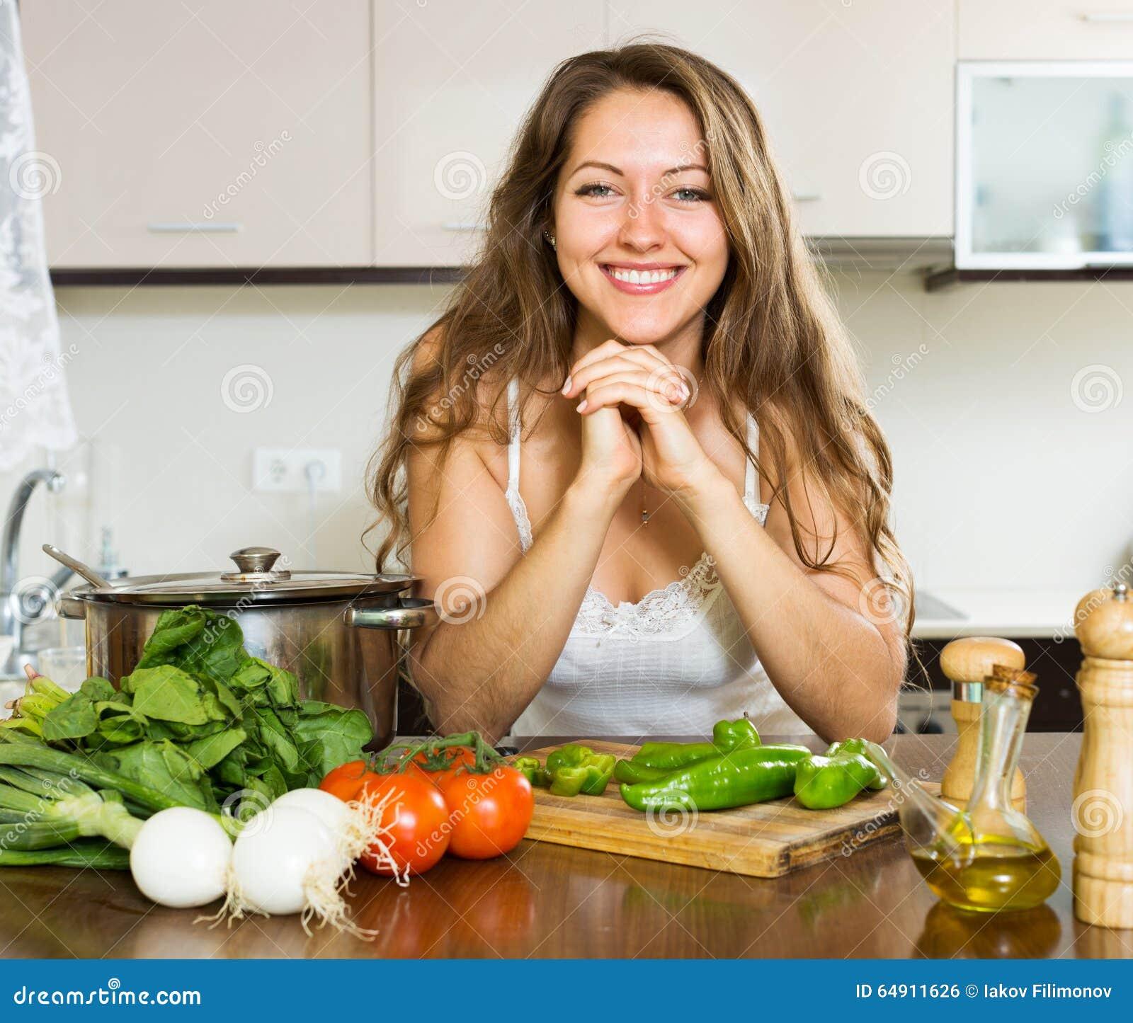 Cozinha Feliz Da Menina Em Casa Foto de Stock Imagem: 64911626 #476914 1300 1191