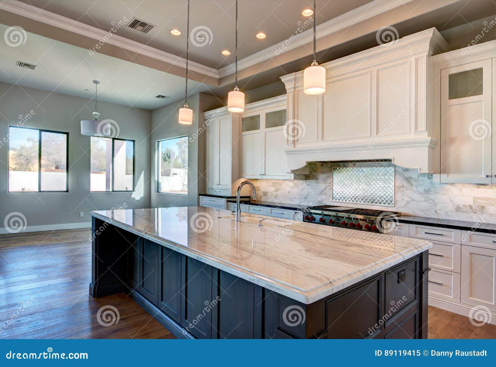 Cozinha Home Moderna Nova Da Mans O Imagem De Stock Imagem De  ~ Mansões Por Dentro Cozinha