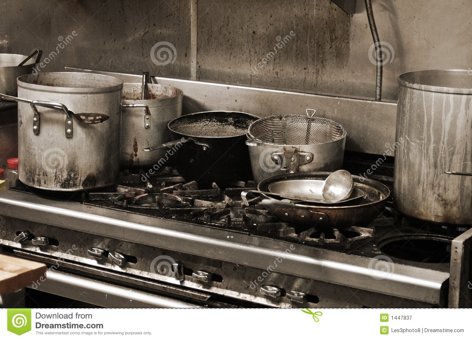 Cozinha Suja Velha Do Restaurante Foto De Stock Imagem De Macho