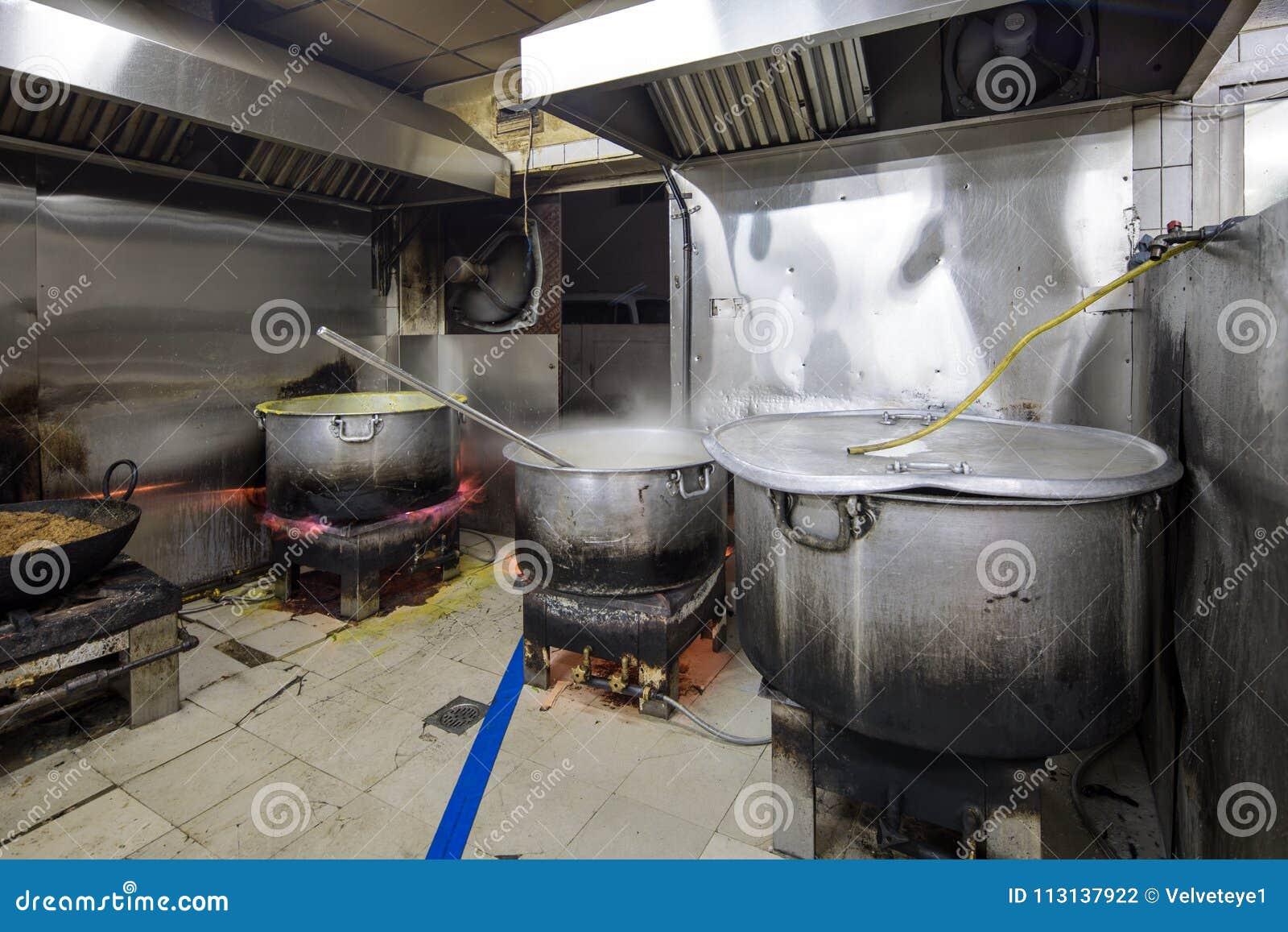 Cozinha Industrial Comercial E De Um Restaurante Sujo Sujo Real