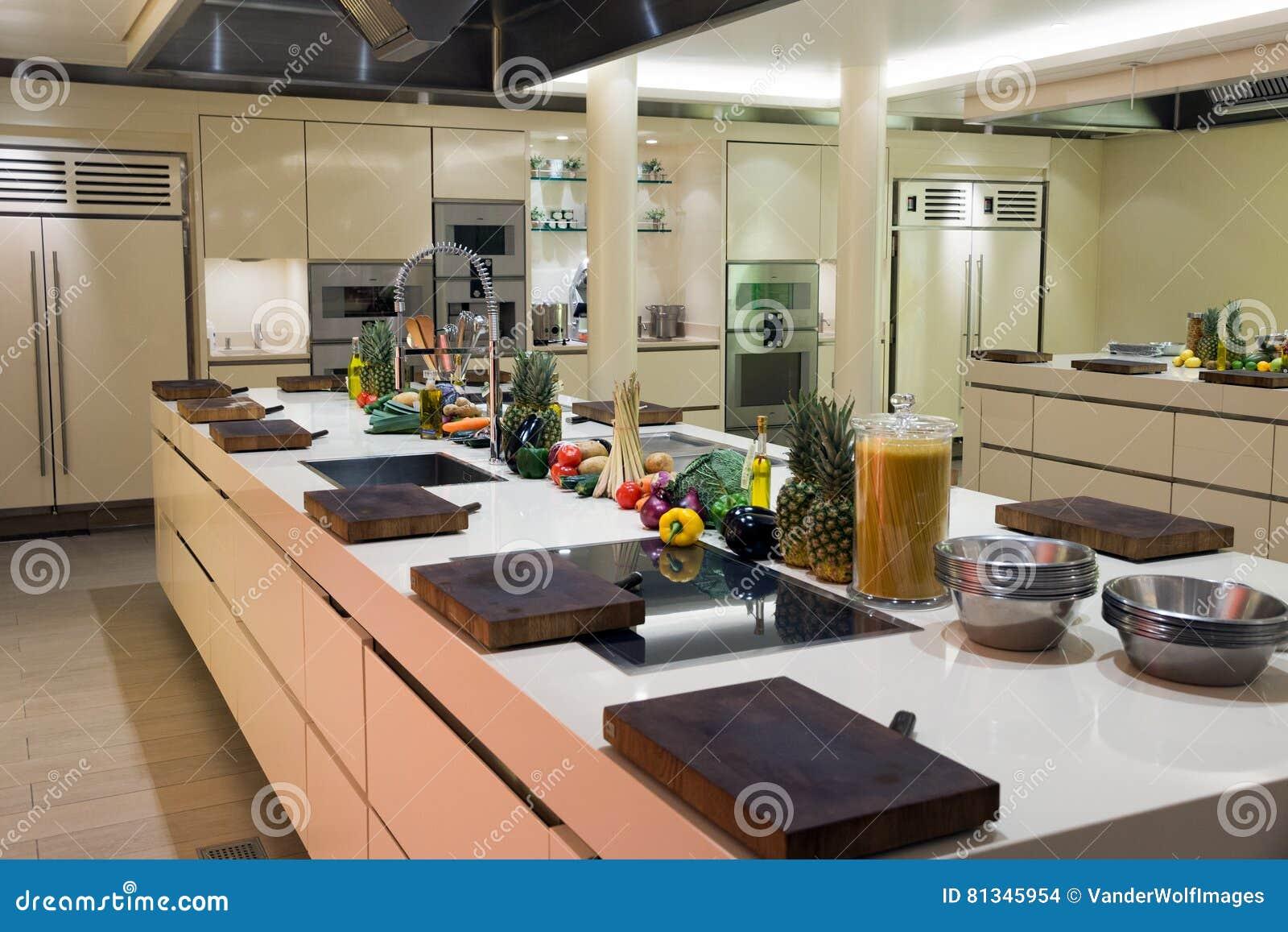 Cozinha Industrial Moderna Foto De Stock Imagem De Contador 81345954