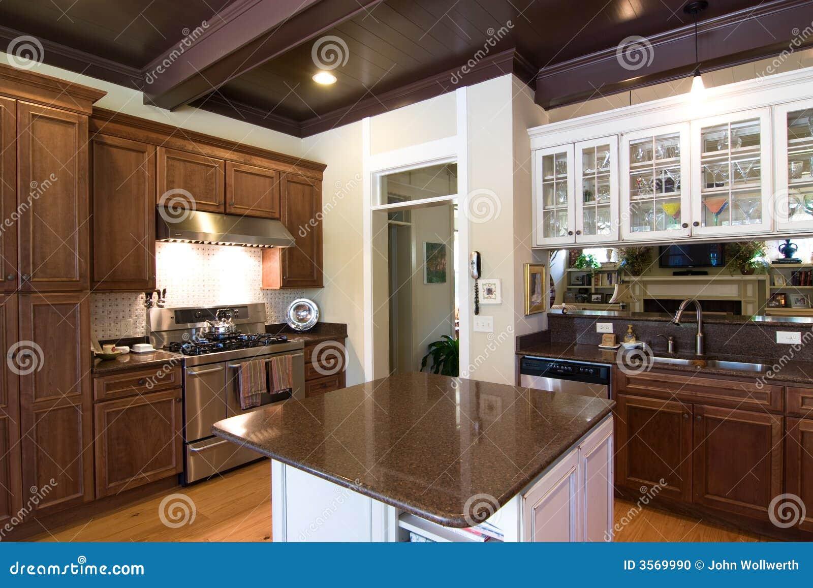 Cozinha Luxuosa Na Madeira Escura Foto De Stock Imagem