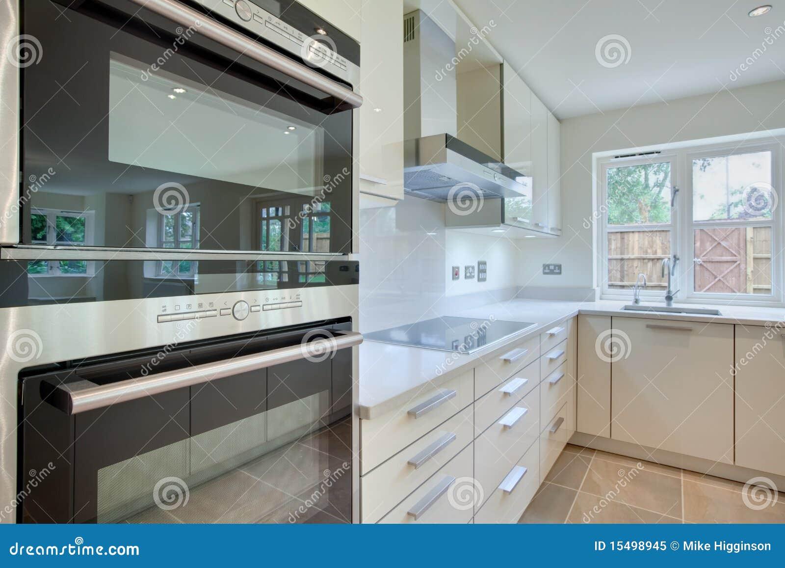 Cozinha Moderna Chique Imagem De Stock Imagem De Contador 15498945