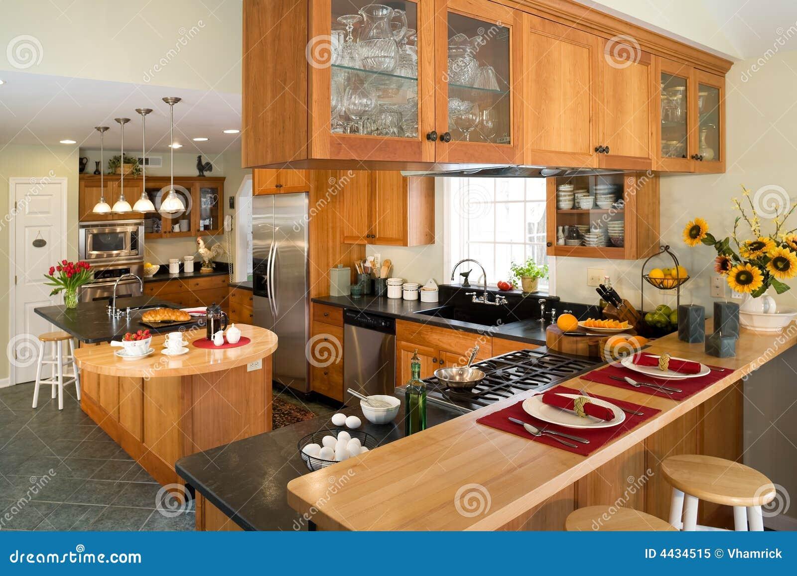 Cozinha Moderna Do Gourmet Com Pequeno Almo O Imagem De Stock