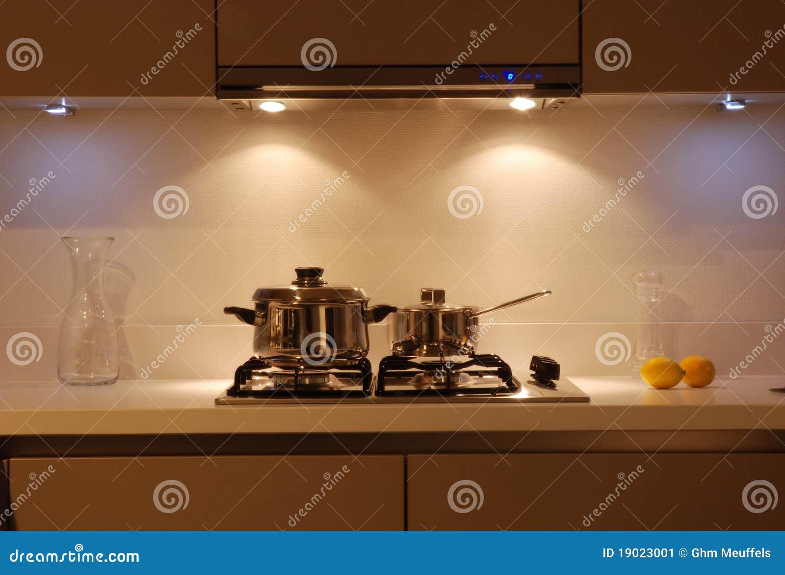 Cozinha moderna do lustro de Brown - detalhe o cozimento da área