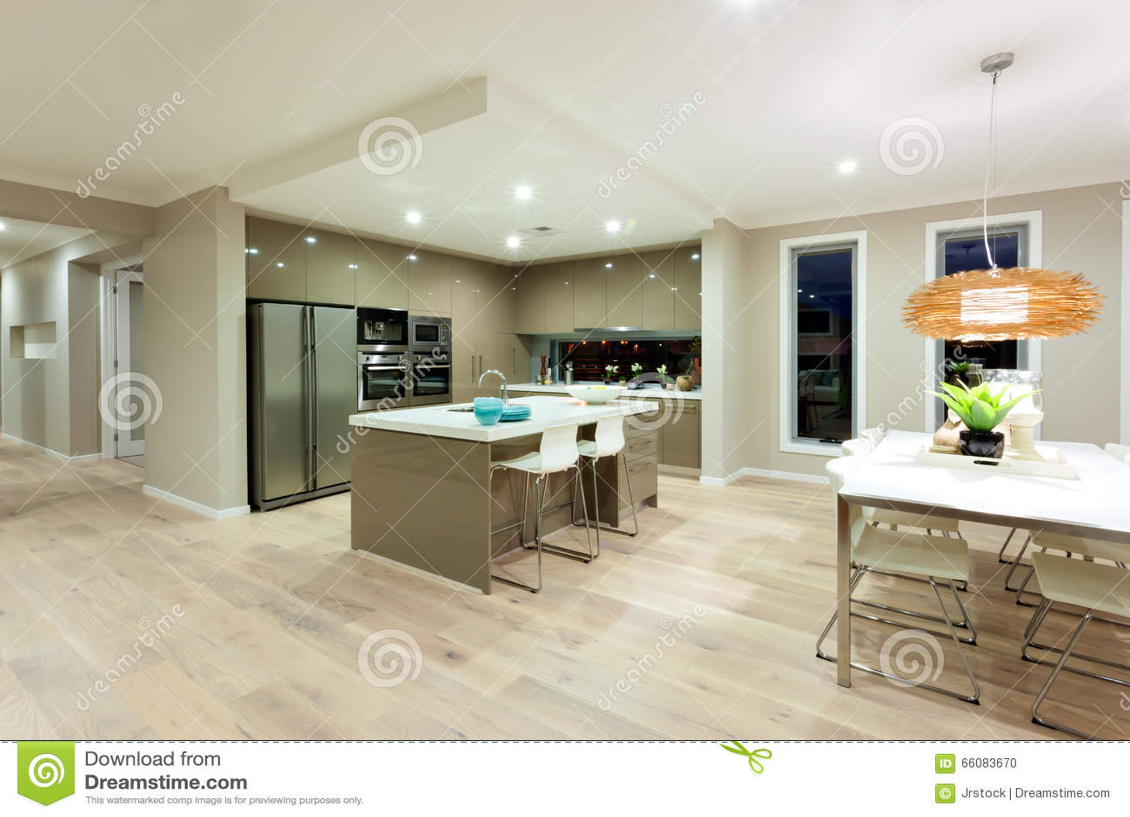 Cozinha moderna e opini o interior dinning da rea de uma for Casa moderna immagini