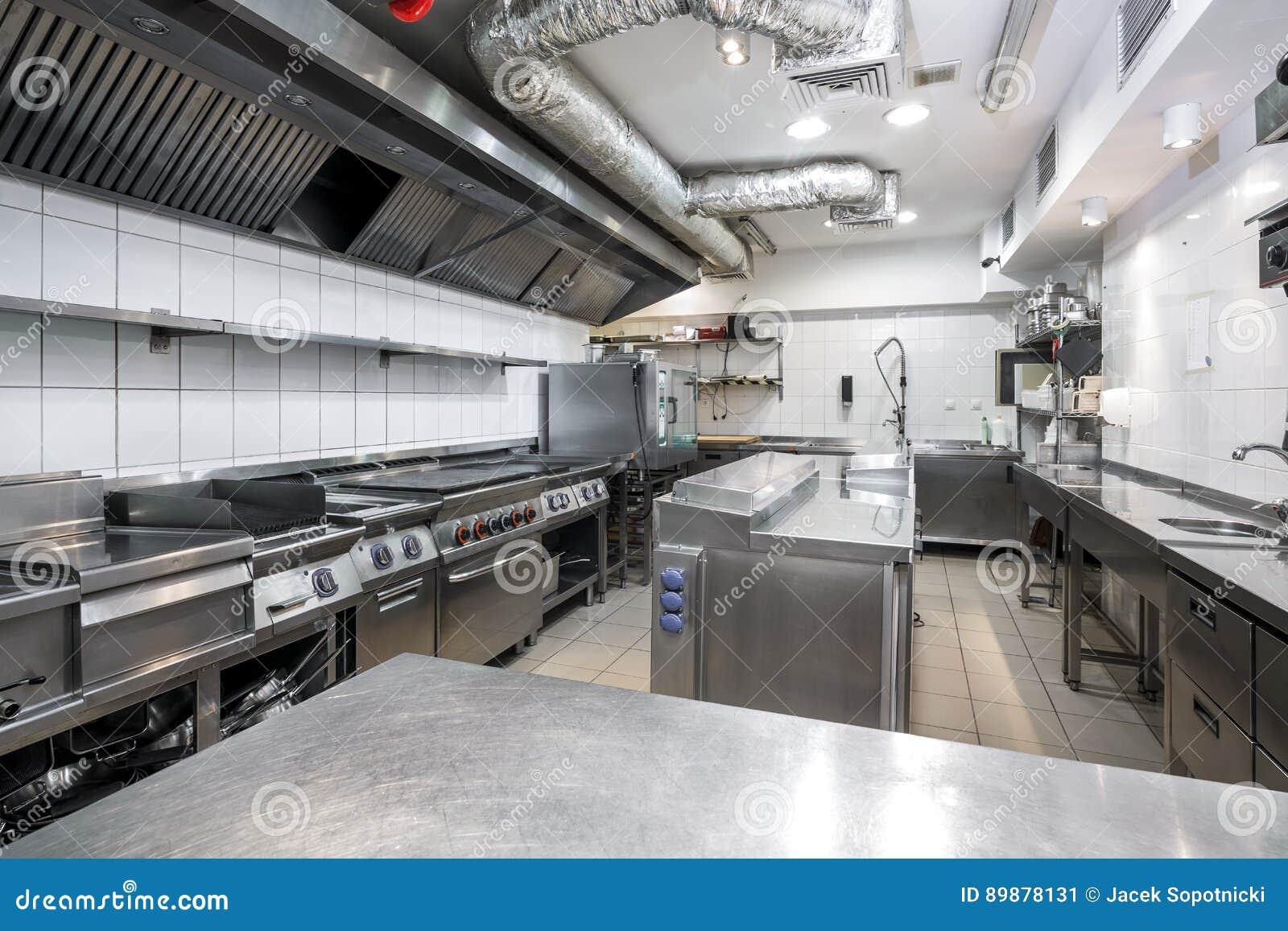 Cozinha moderna no restaurante