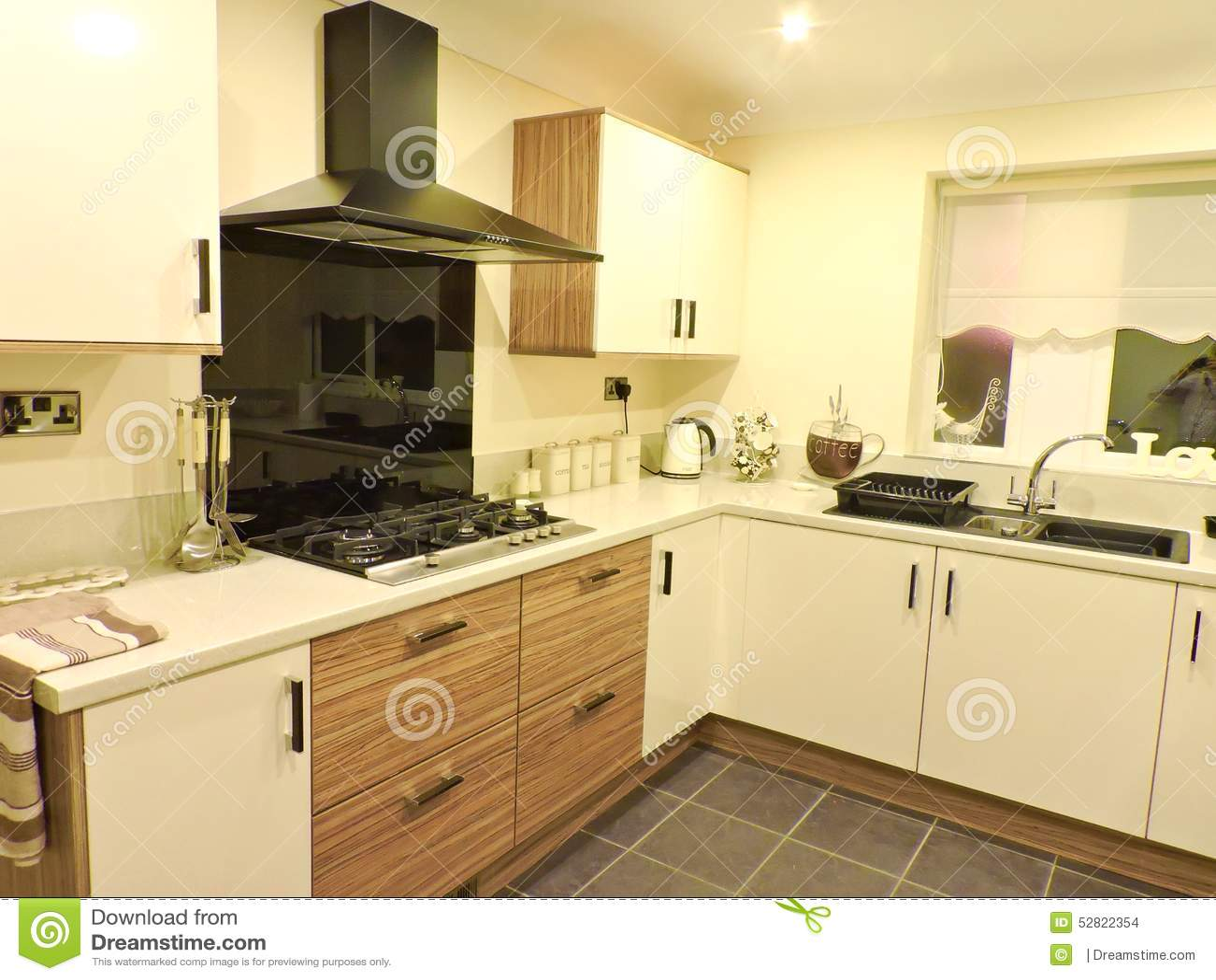 Cozinha Nova Foto de Stock Imagem: 52822354 #BB9610 1300 1065
