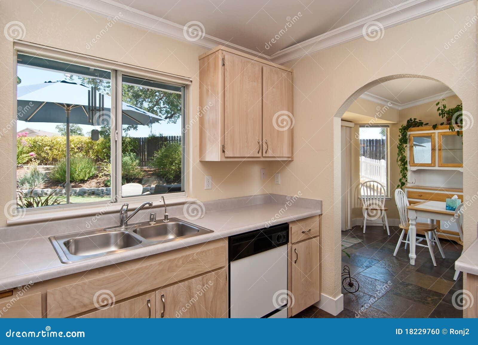Cozinha Simples Foto de Stock Imagem: 18229760 #7F6B45 1300 957