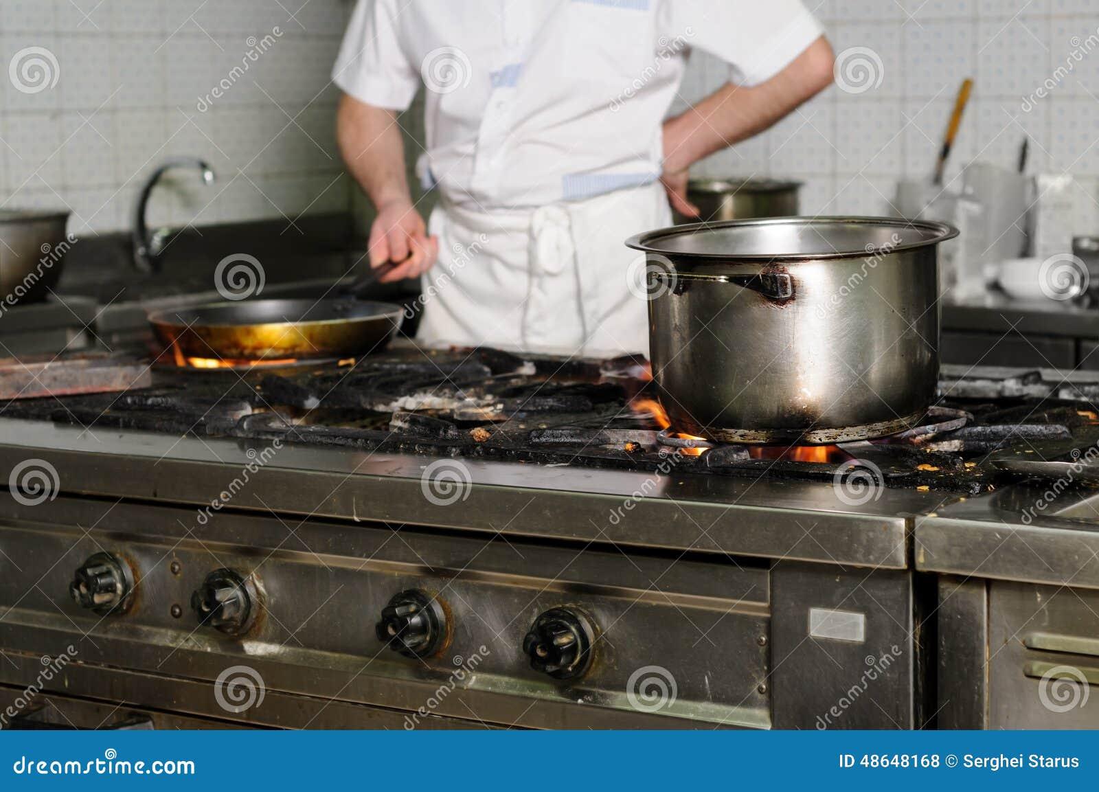 Cozinha Suja Real Do Restaurante Foto De Stock Imagem De