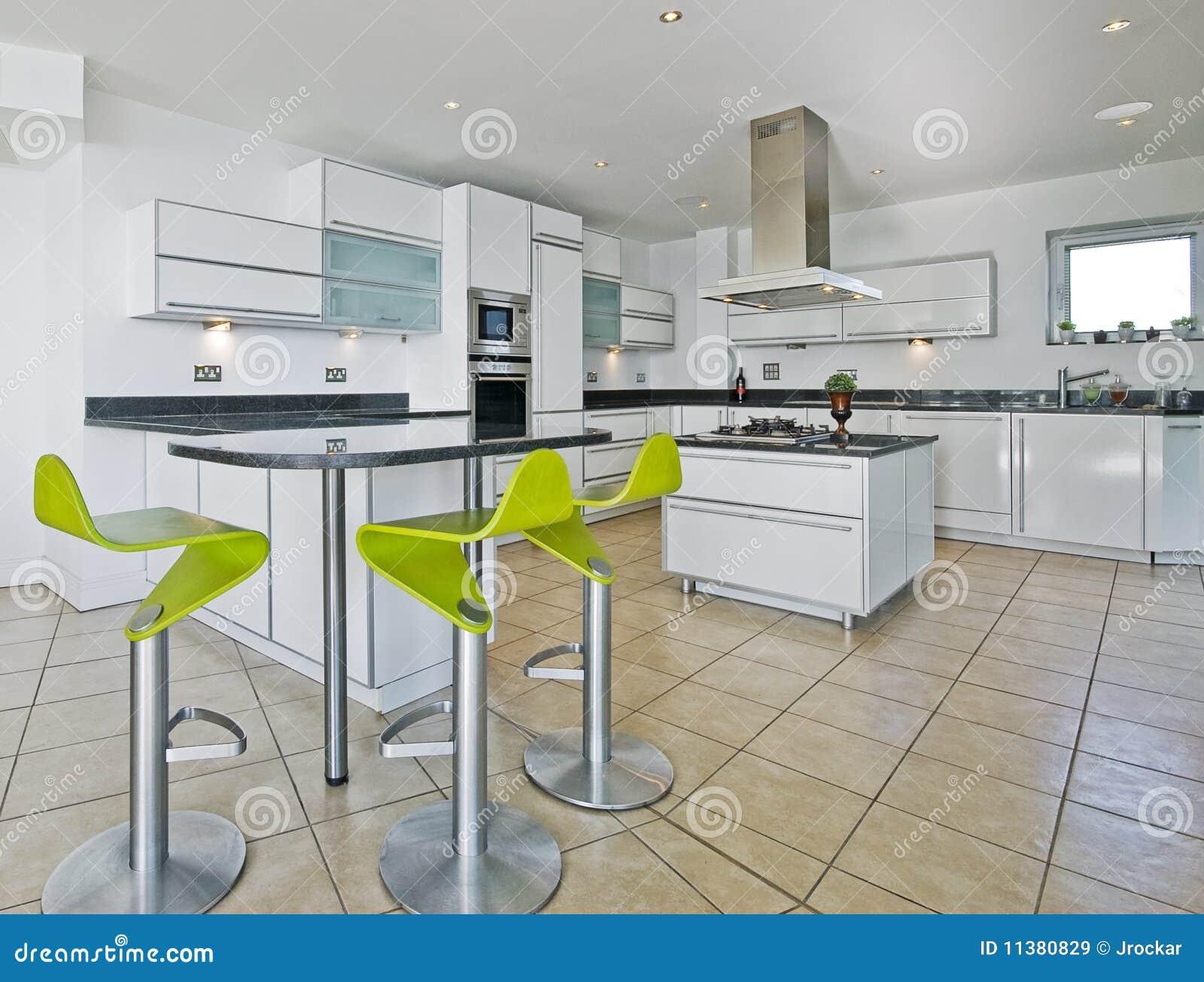 Cozinha Surpreendente Da Sótão De Luxo Imagens de Stock Royalty Free  #9FB615 1300 1077