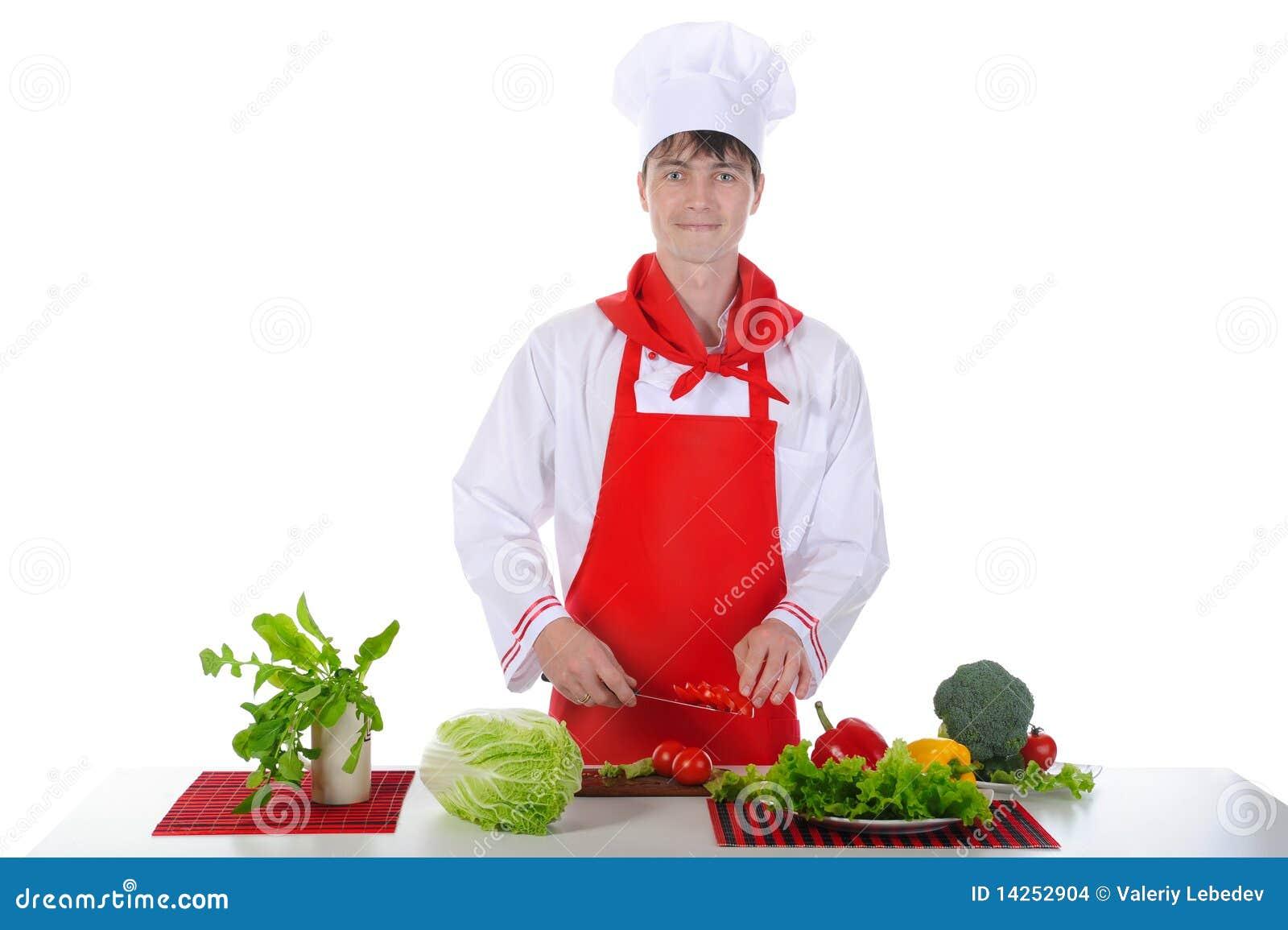 Cozinheiro chefe em tomates do corte do uniforme.