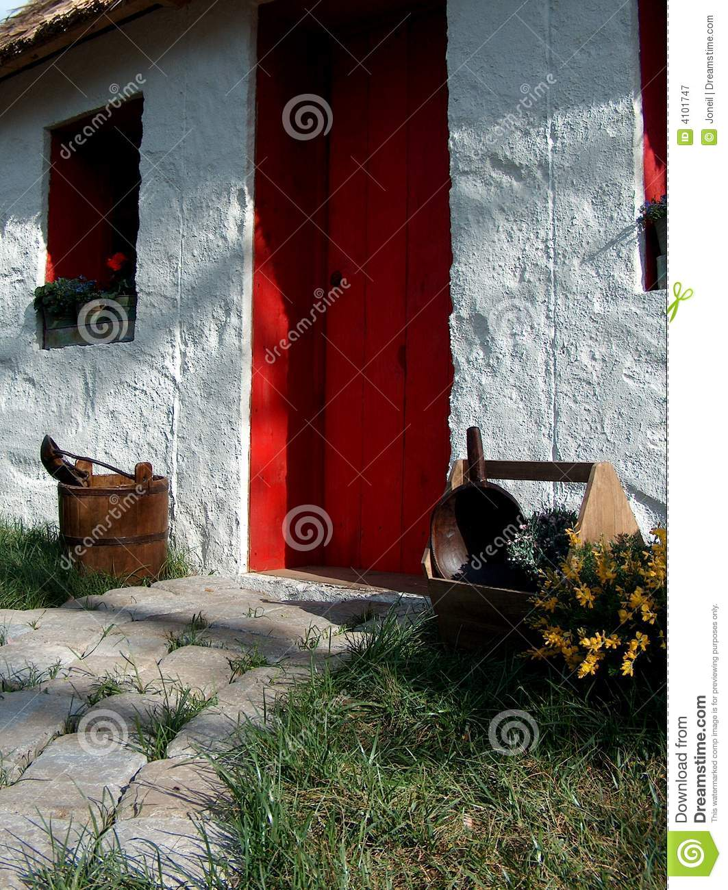 Cozy Cottage With Red Door Stock Image Image Of Inviting 4101747