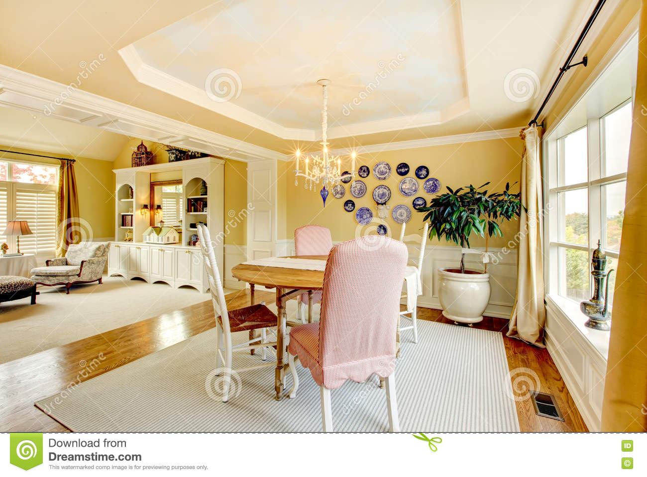 Cozy Yellow American Living Room Interior Design With Plates And