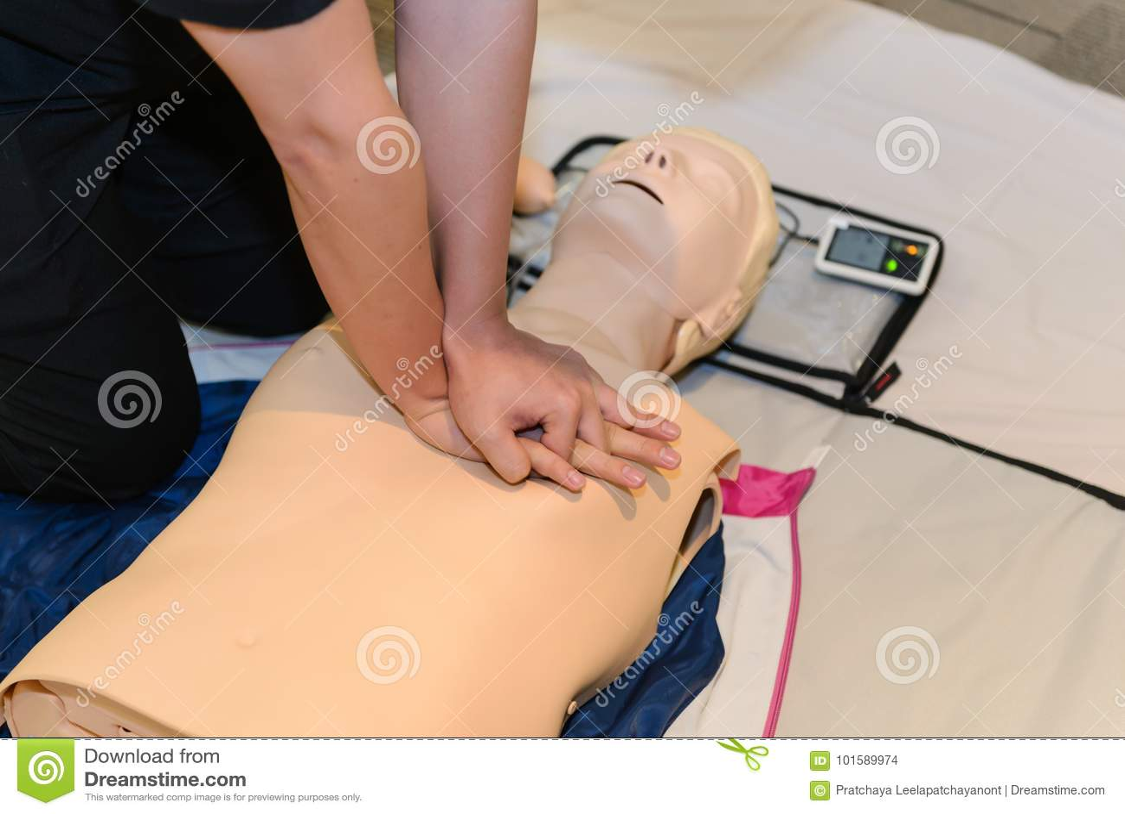 CPR pierwszej pomocy szkolenie