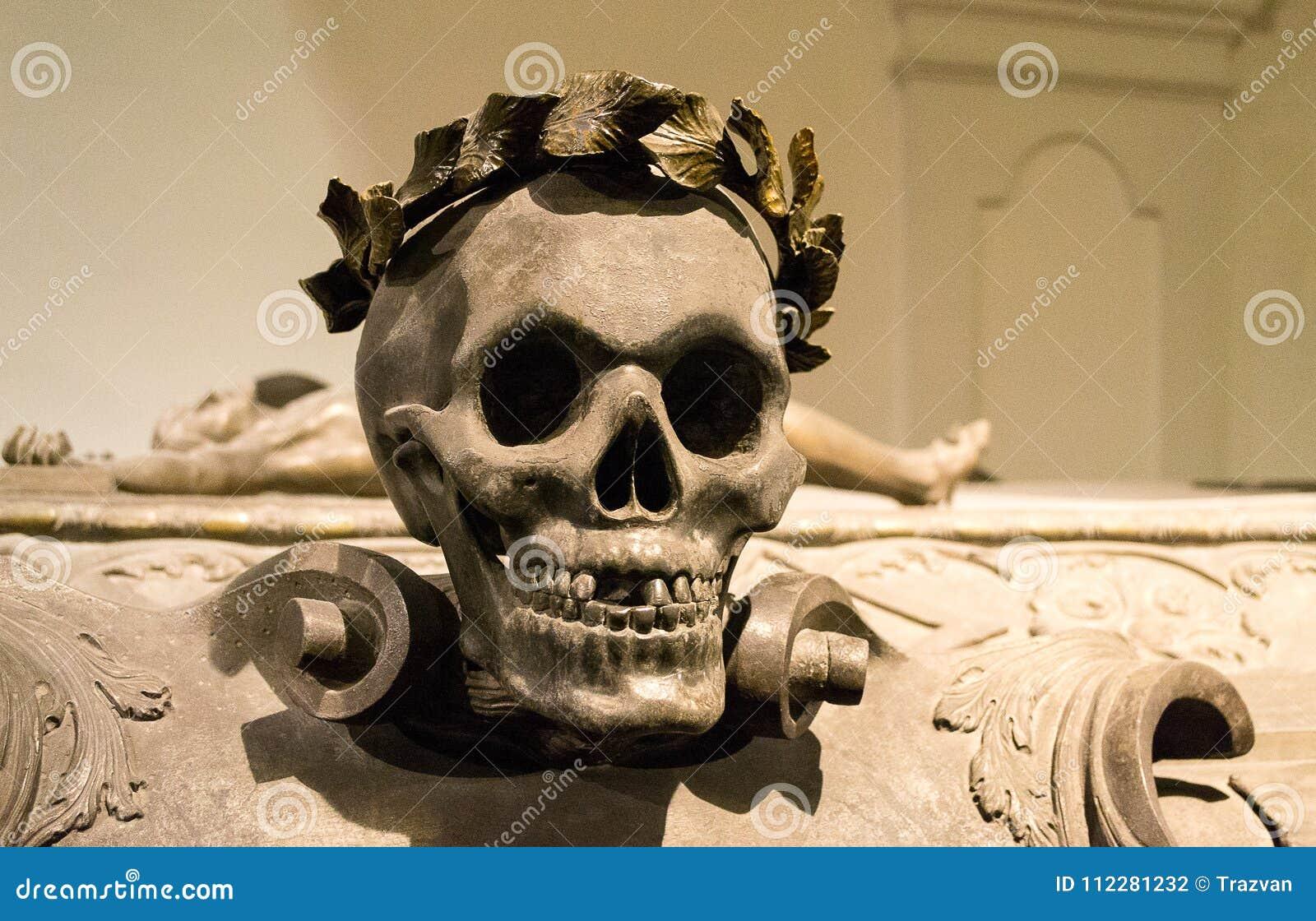 Craneo En El Ataud De Leopold I Del Emperador La Cripta Imperial