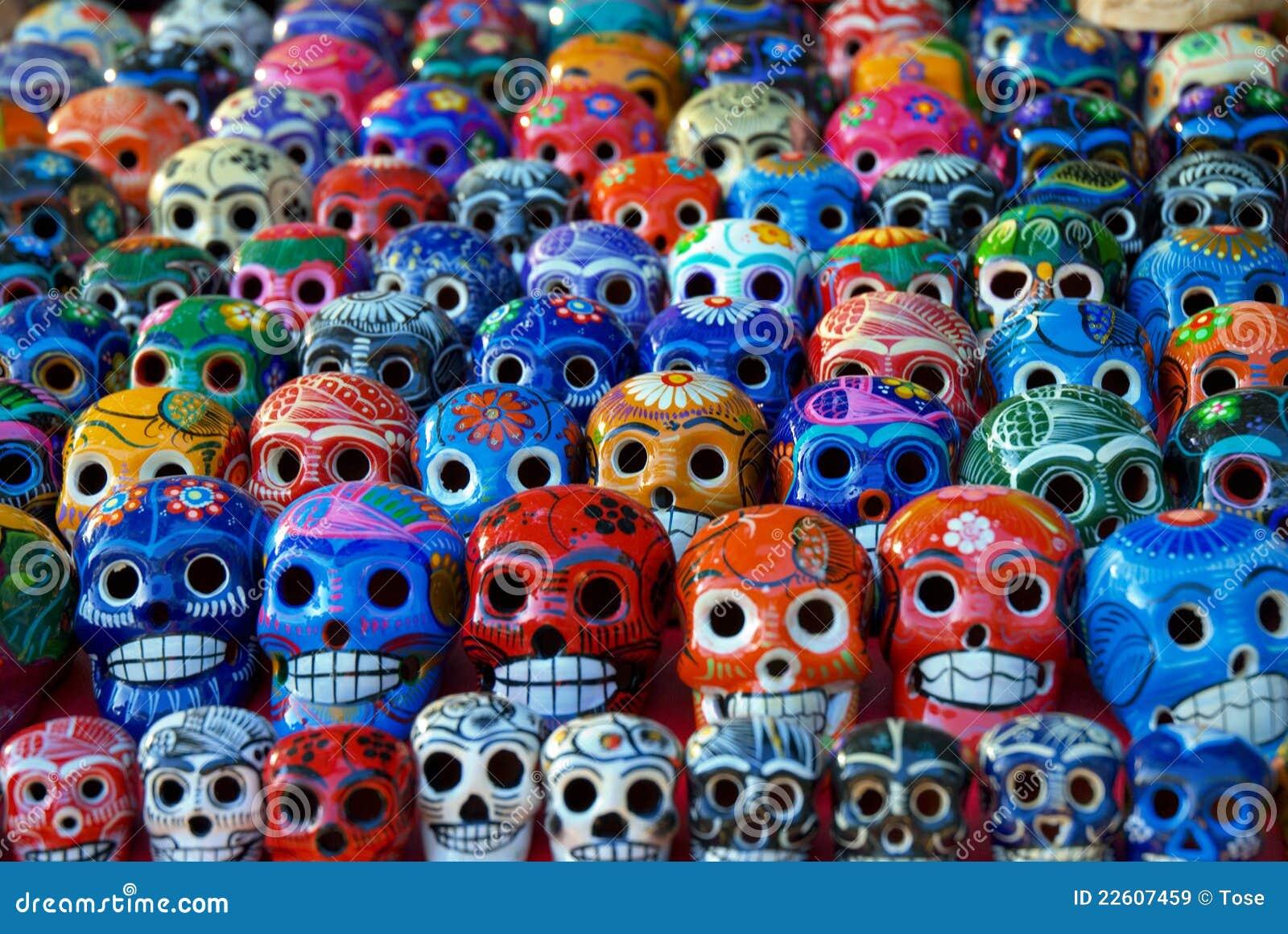Cráneos de cerámica para la venta en Chichen Itza, México
