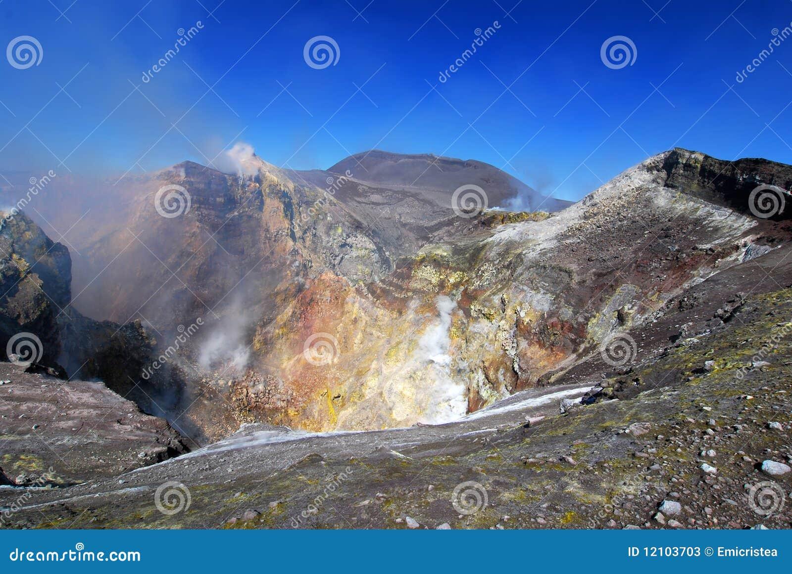 Cráter del Etna en Sicilia
