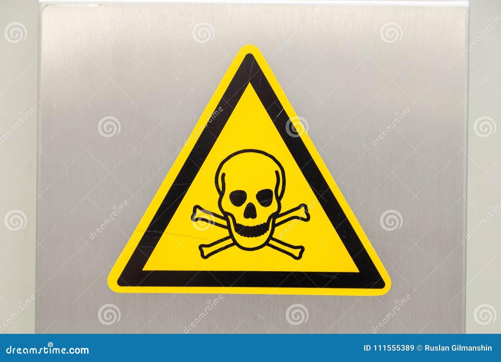 Crâne et os Signe de photo de haute tension de danger