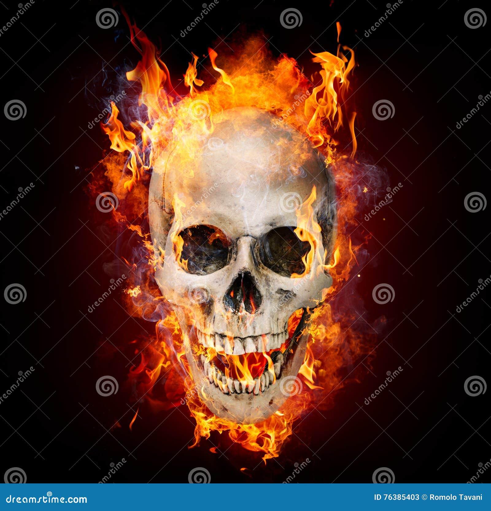 Crâne satanique en flammes
