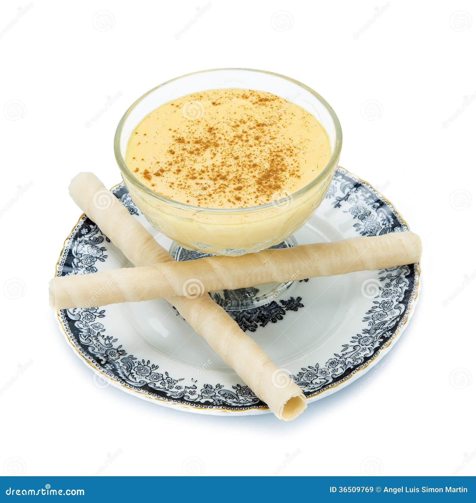 Crème anglaise au-dessus d un fond blanc