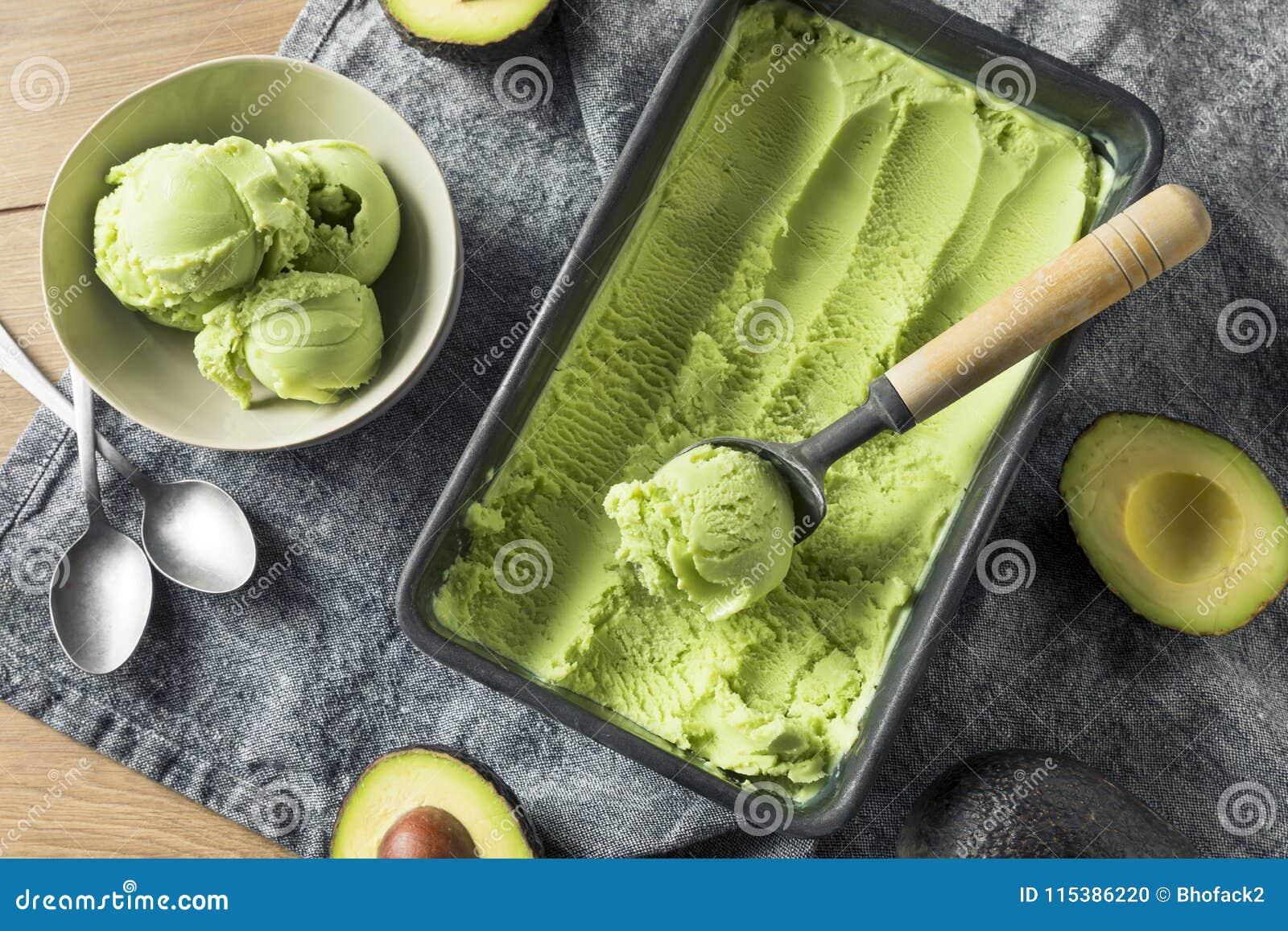 Crème glacée organique verte faite maison d avocat