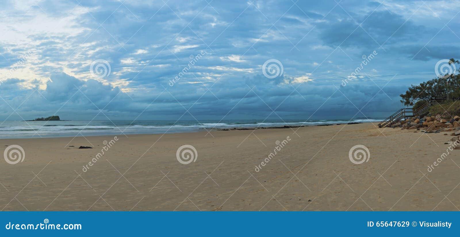 Crépuscule de plage de Mudjumba