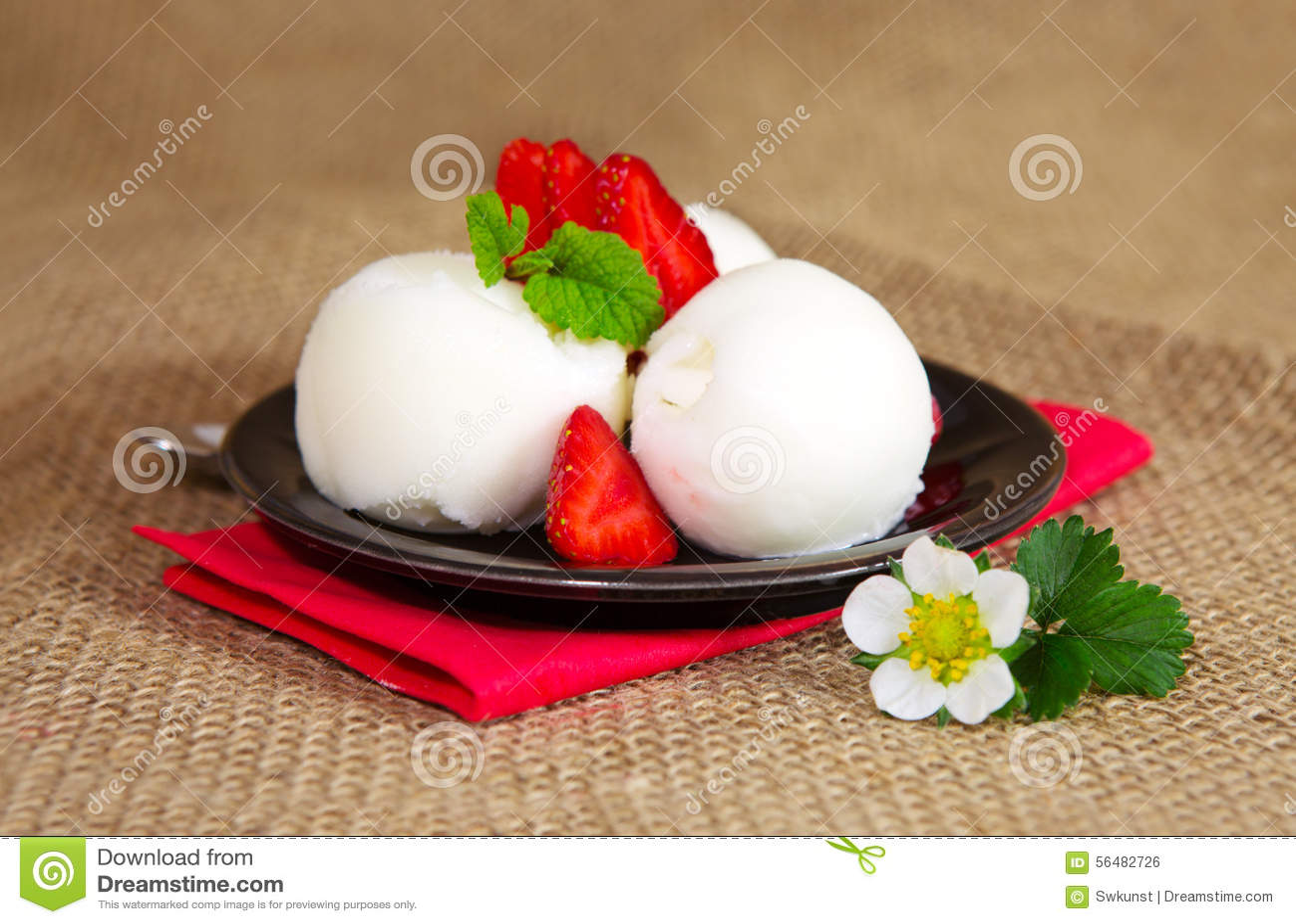 Crême glacée avec la fraise