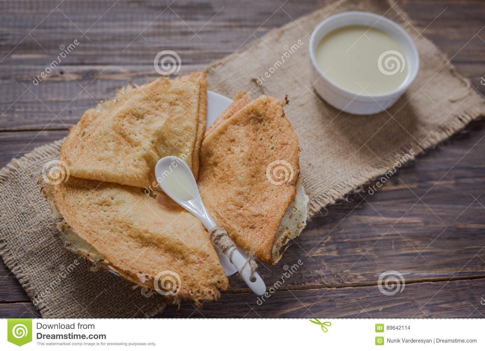 Crêpes avec du lait condensé