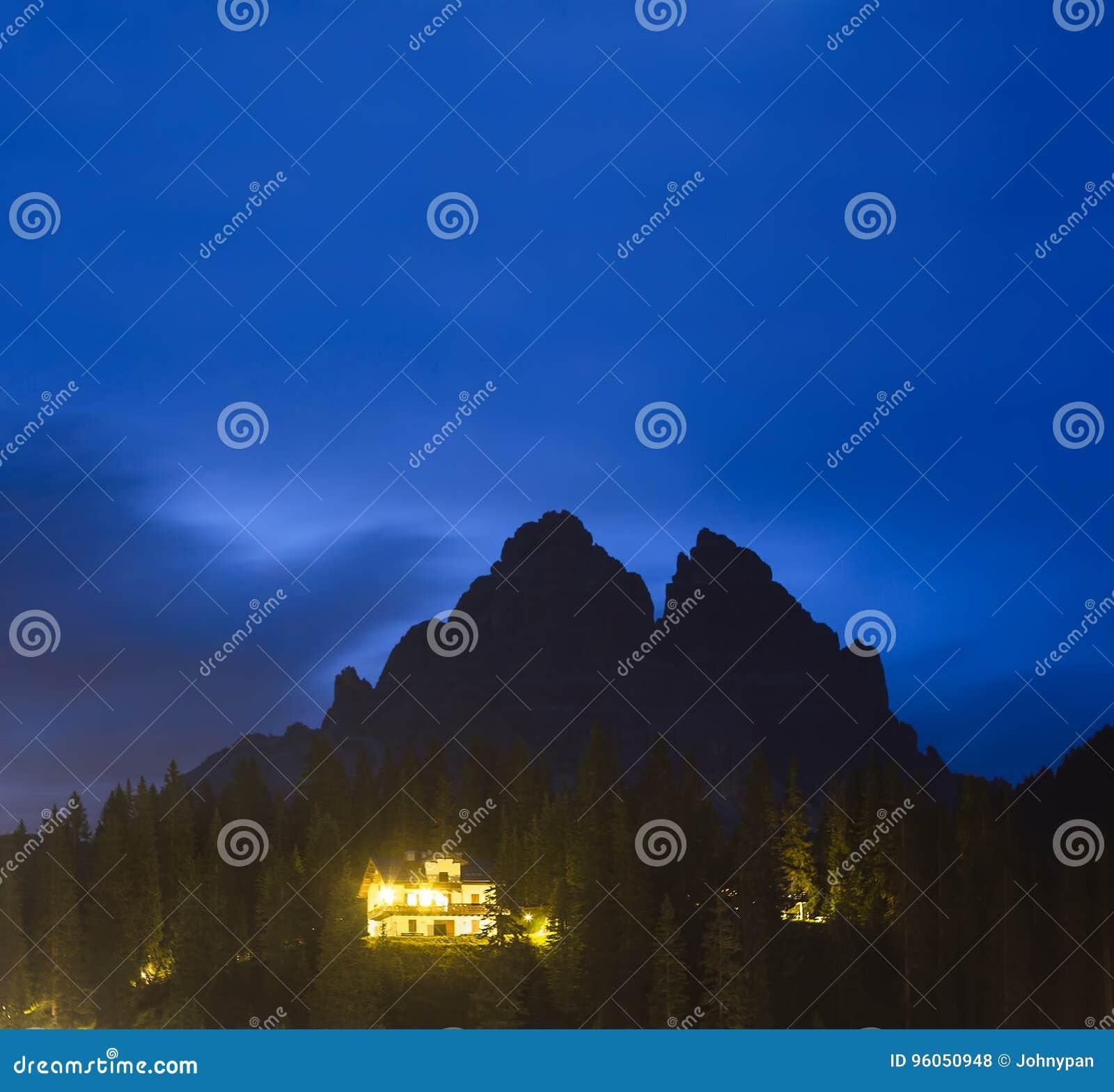 Crête de le Tre Cime la nuit, Italie