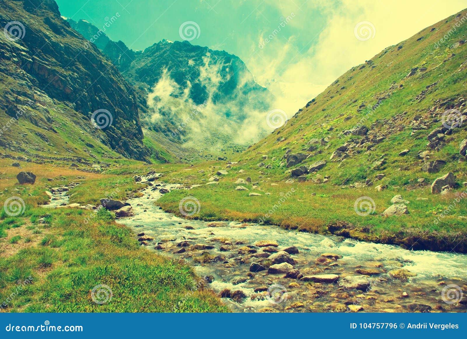 Crête de montagne au Népal La plus haute montagne au monde national