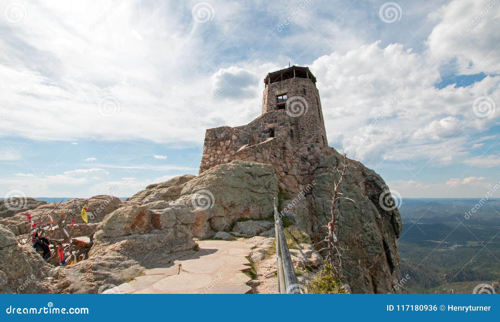 Crête noire d élans autrefois connue sous le nom de tour de surveillance du feu de crête de Harney en Custer State Park dans le B